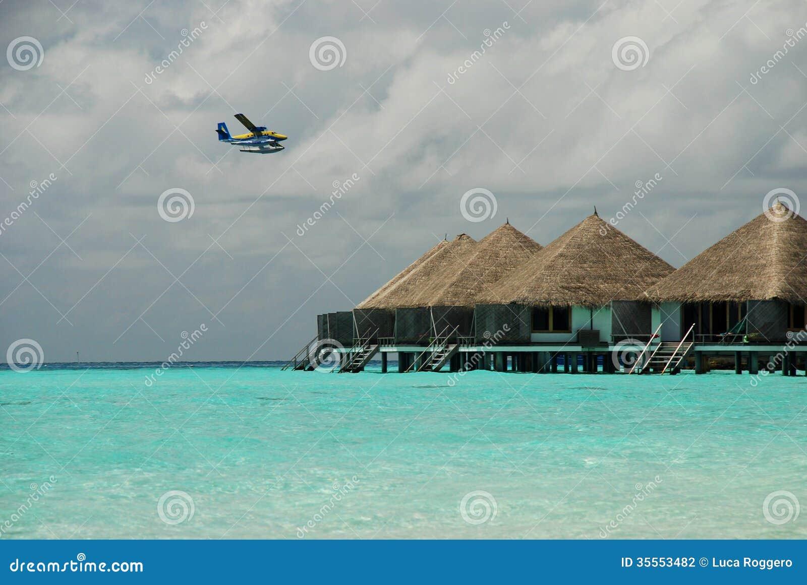 Бунгала гидросамолета и overwater. Gangehi, Мальдивы