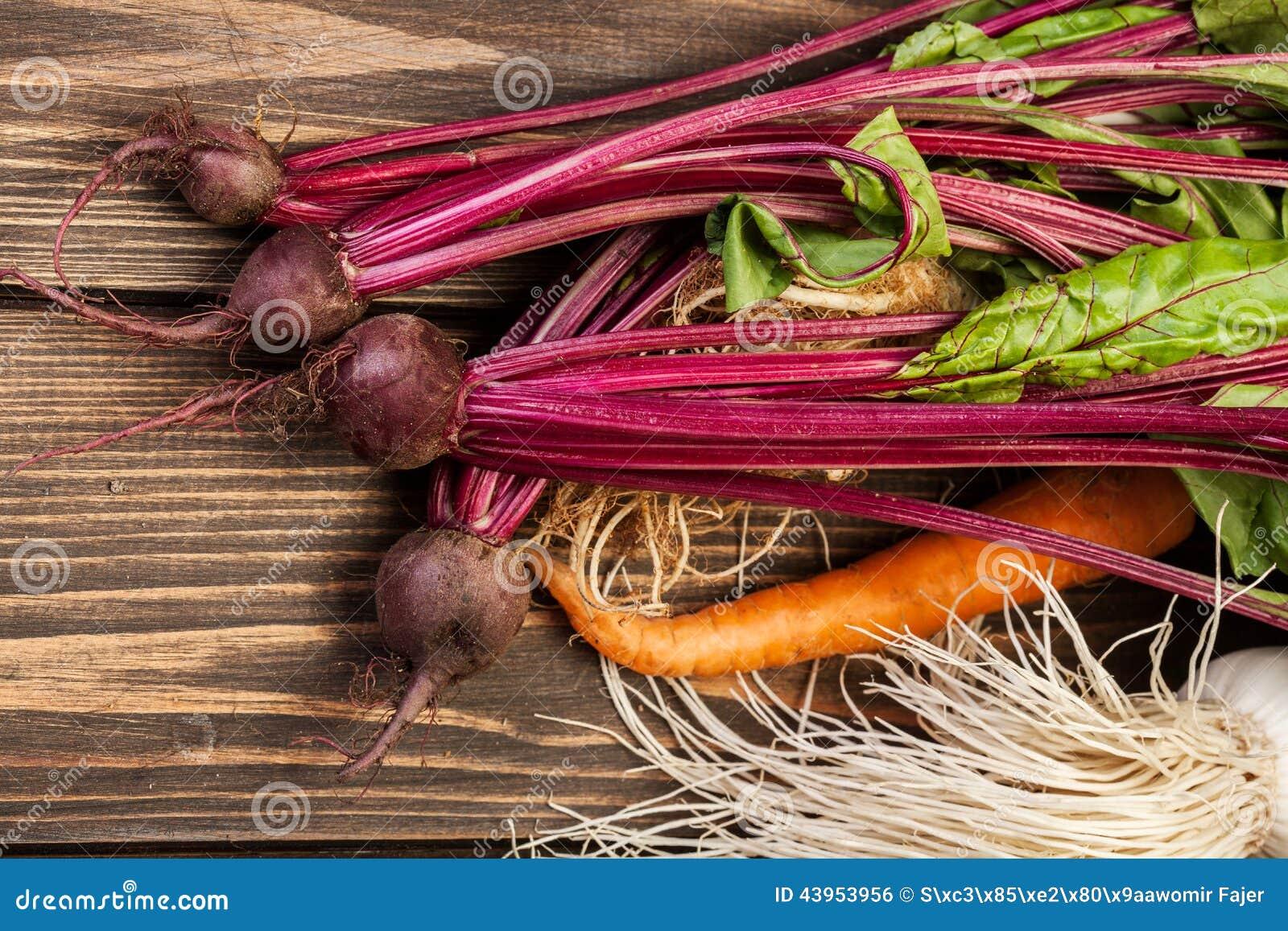 Бураки, моркови и лук-порей