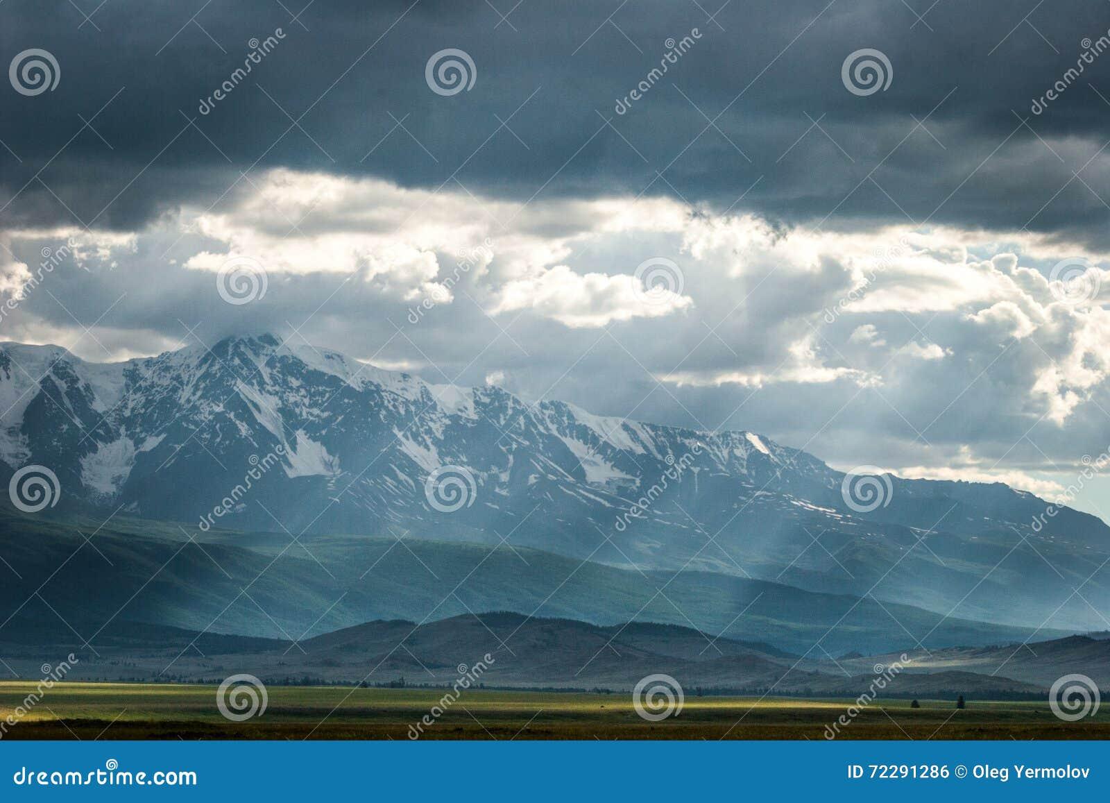 Download Бурные облака в небе стоковое фото. изображение насчитывающей напольно - 72291286