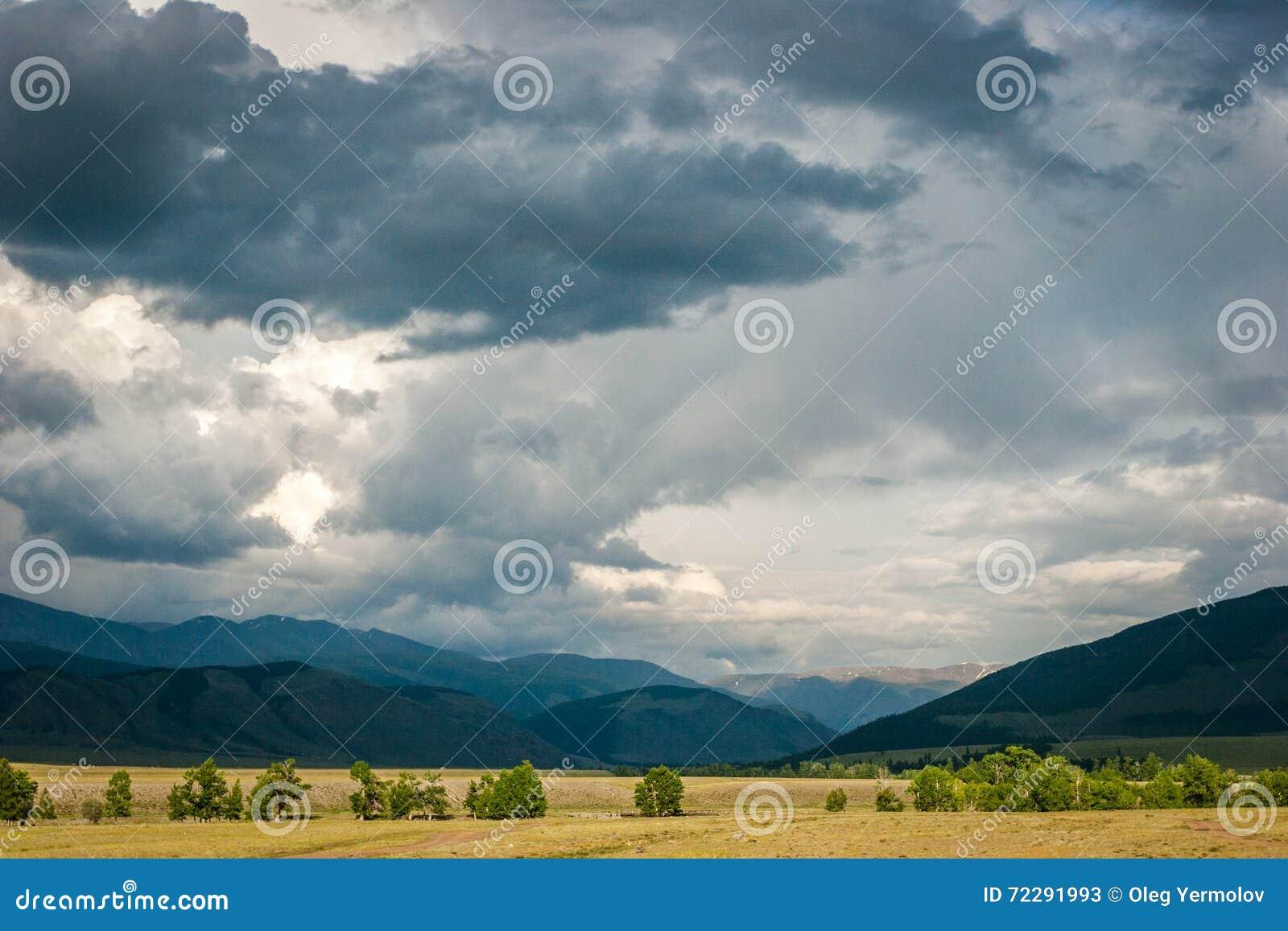 Download Бурные облака в небе стоковое изображение. изображение насчитывающей облака - 72291993