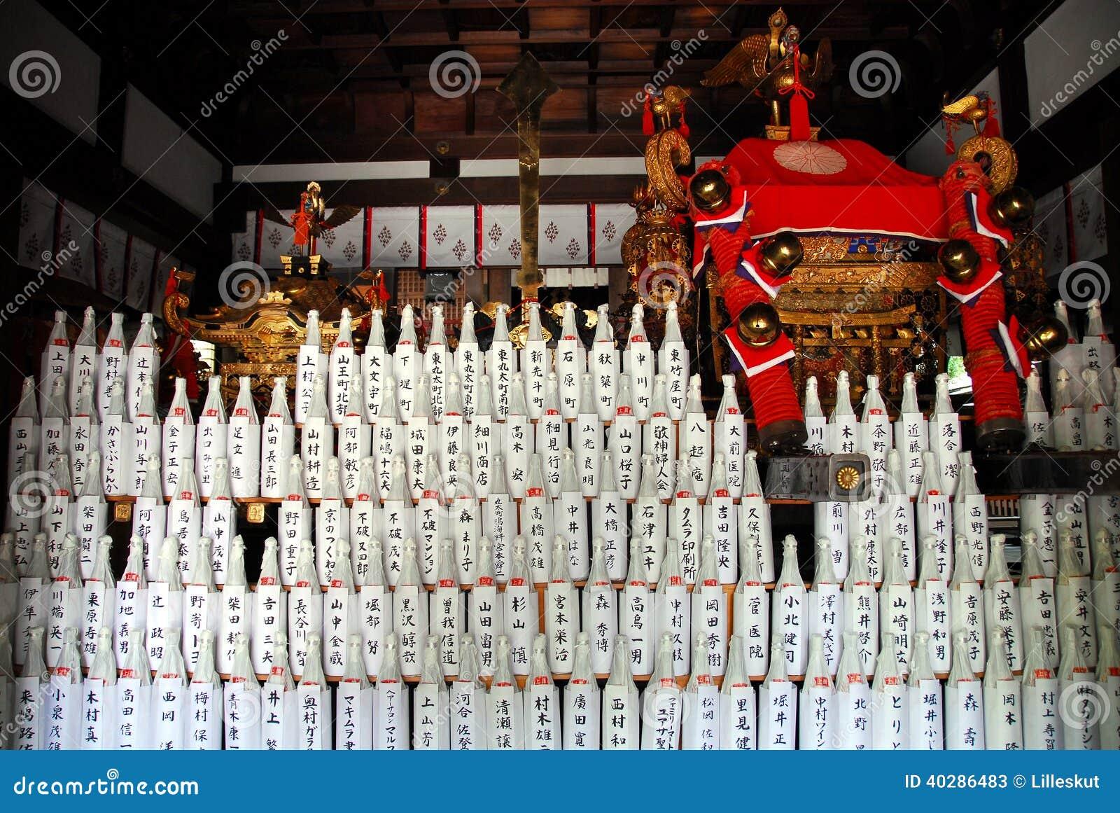 Бутылки ради и божественное palanquin