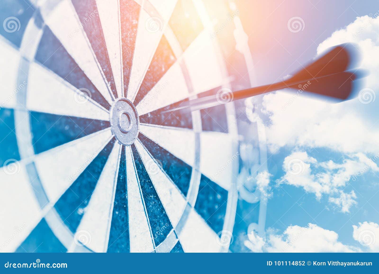 Быстрая концепция удара цели дела представляет черточку нерезкости moving для того чтобы центризовать пункт удара dartboard