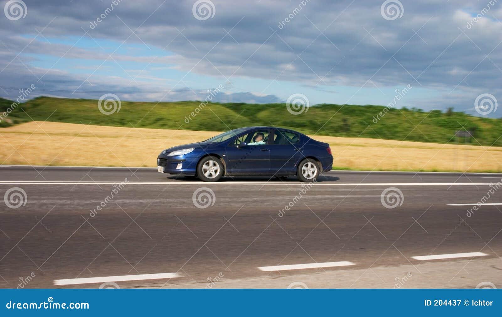 быстро проходить автомобиля