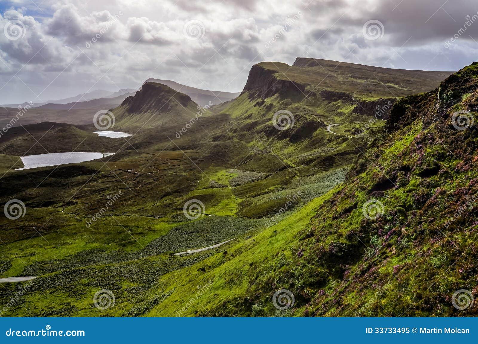 Благоустраивайте взгляд гор Quiraing в острове Skye, шотландский h