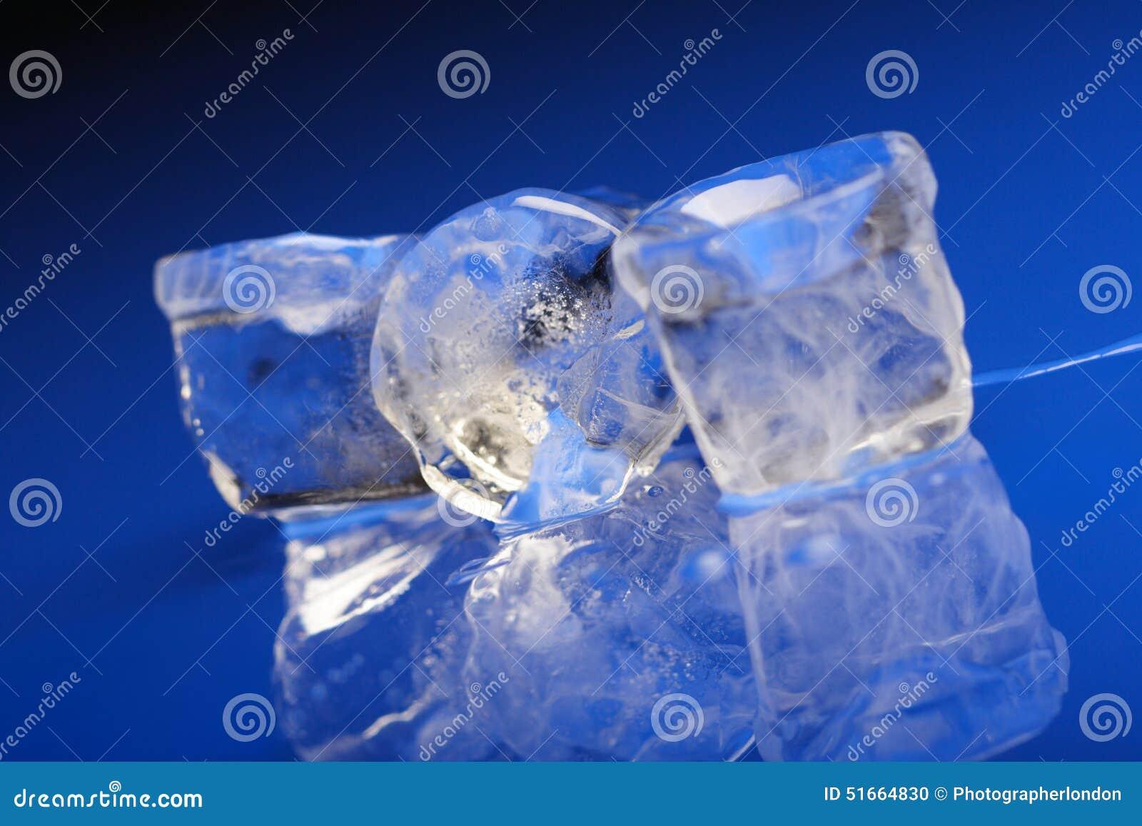 близкие кубики морозят вверх