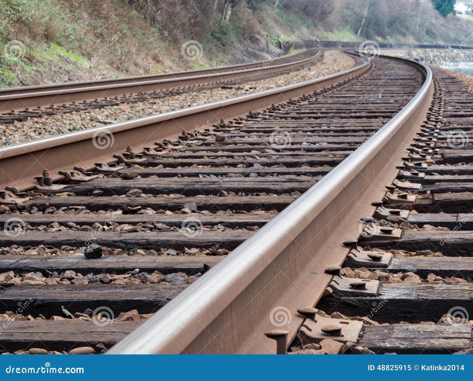 близкий день выравнивает следы железной дороги 2 вверх