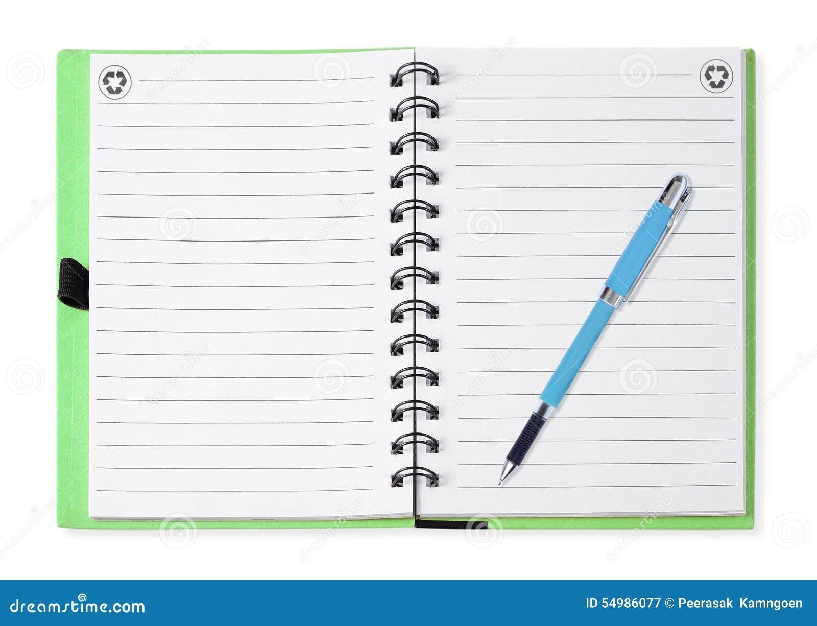 Блокнот при голубая ручка, изолированная на белизне