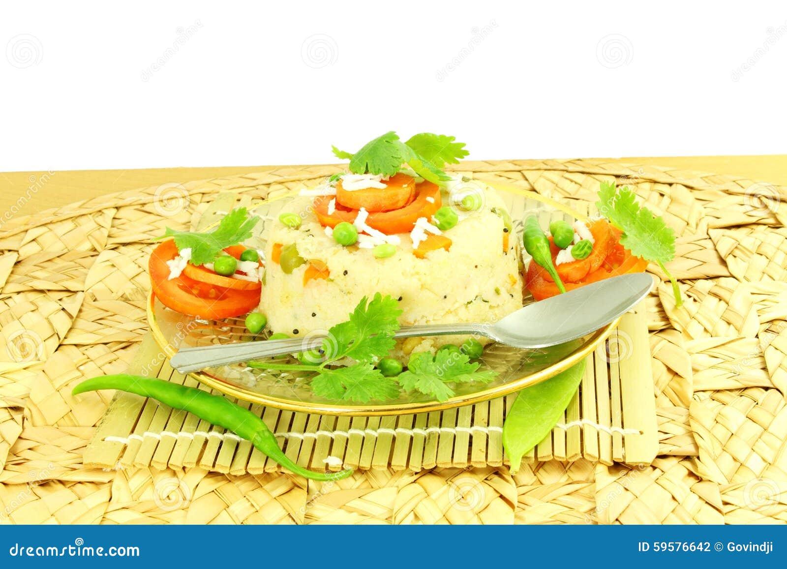 Блюдо закуски Upma южное индийское сделанное от sooji или rava манной крупы