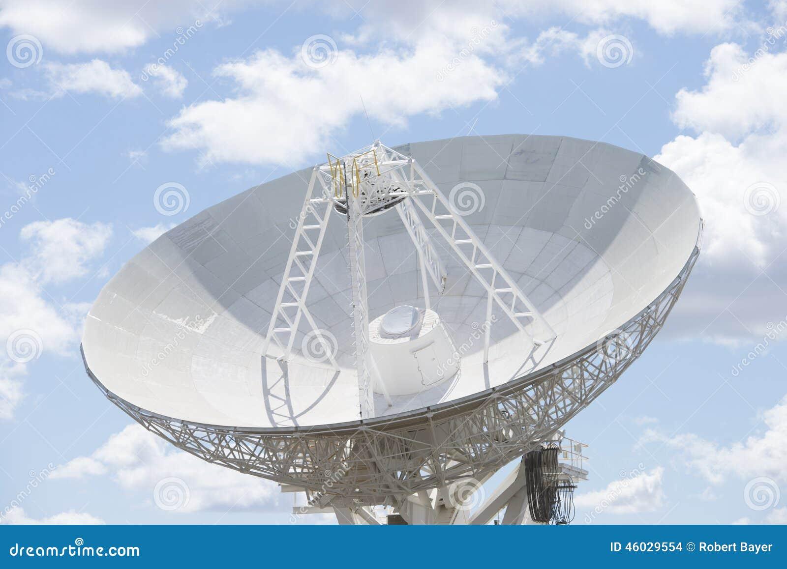 Блюдо телескопа для астрономической науки