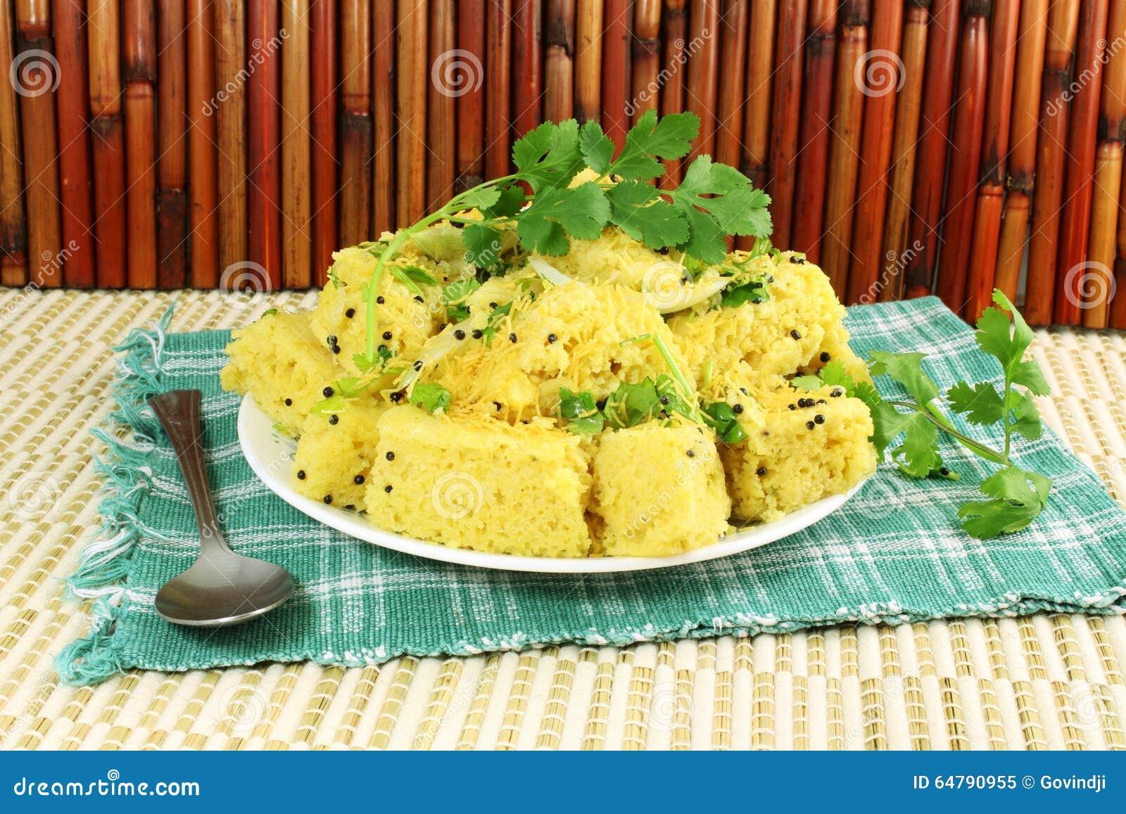 Блюдо фаст-фуда закуски gujrati dhokla Khaman индийское