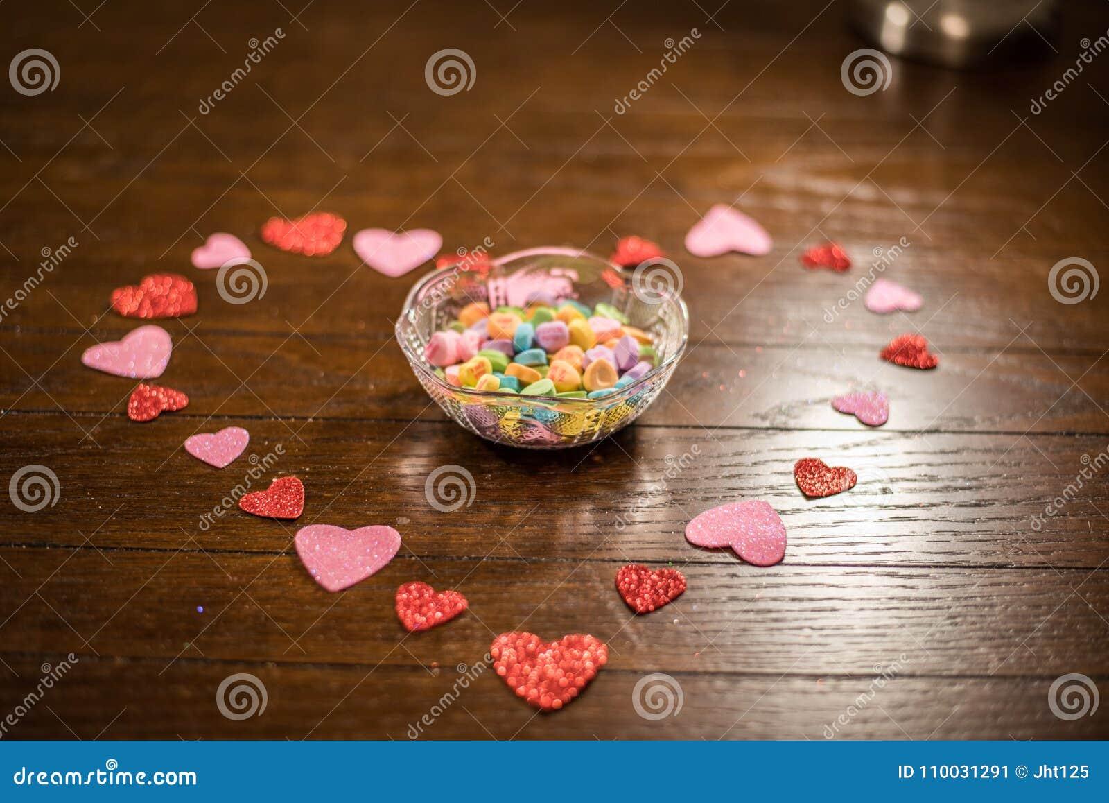 Валентинки сердце и конфеты возлюбленн
