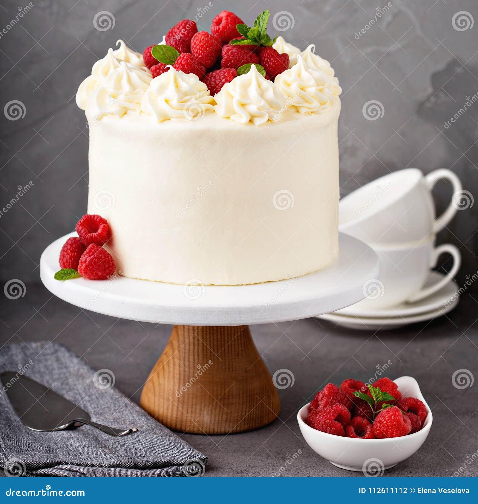 Ванильный торт поленики с белый замораживать