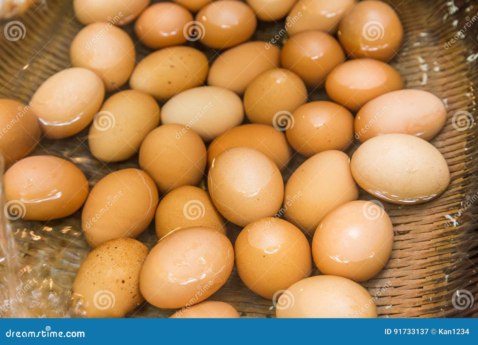 Вареные яйца от воды горячего источника в Kurokawa onsen, Япония
