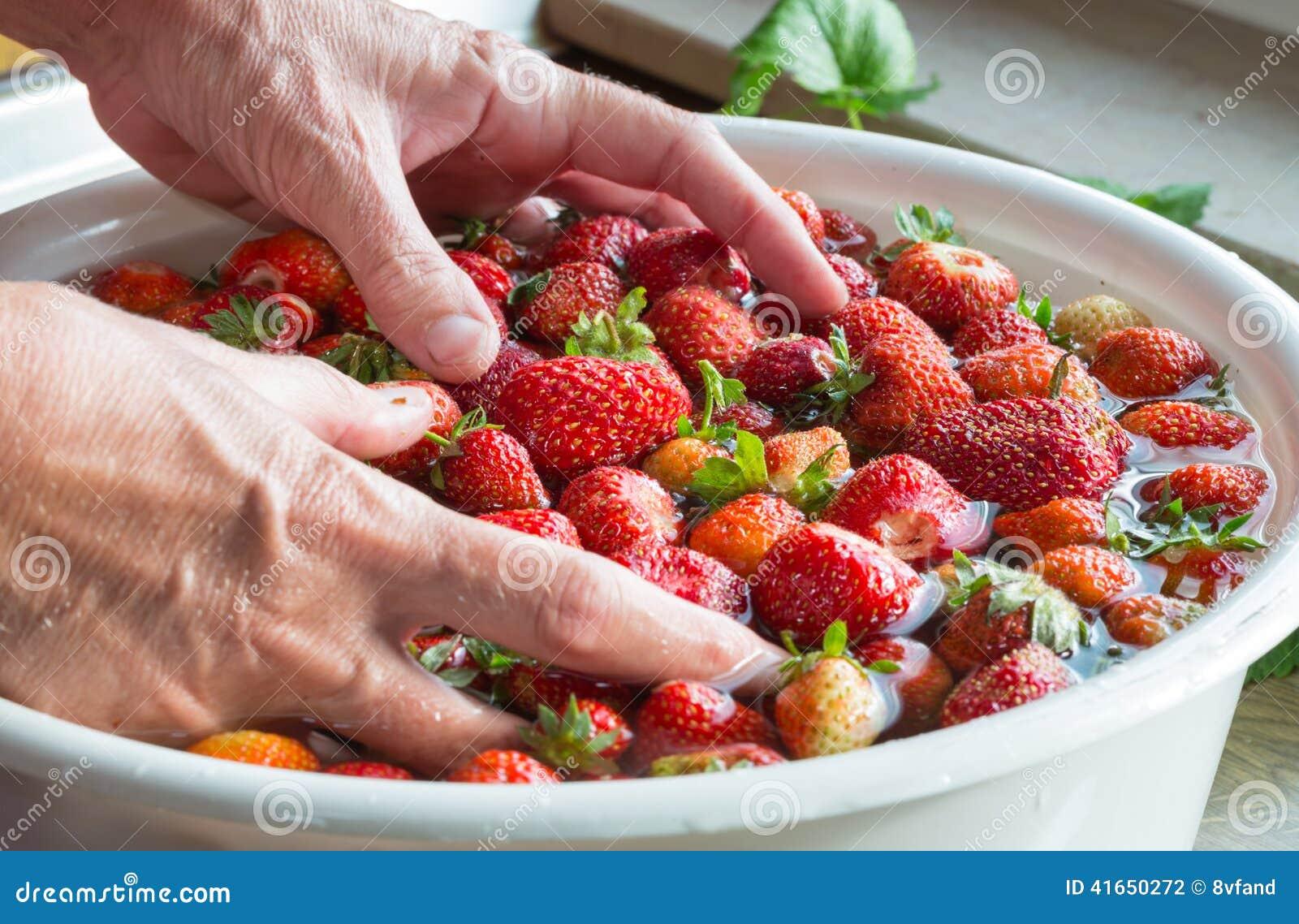 Варенье клубники варя мыть клубник подготовки