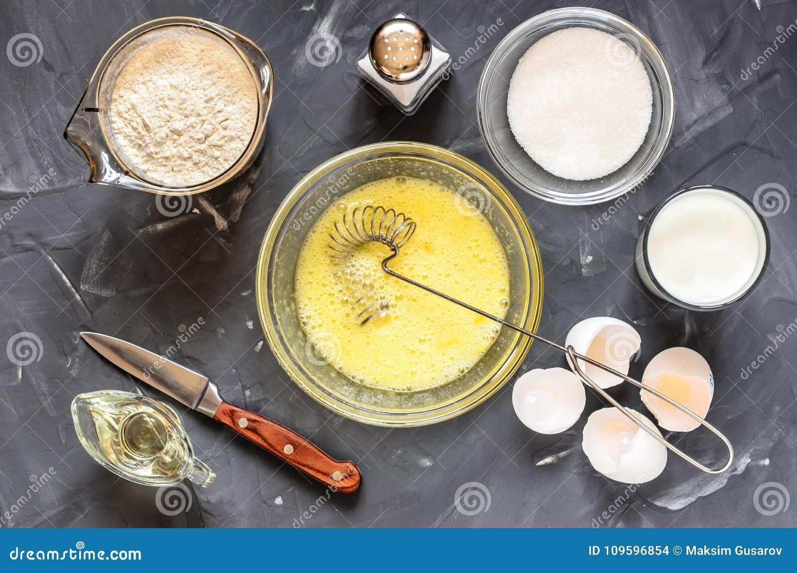 Варить русского dishes блинчики: яичка, молоко, мука, масло, соль
