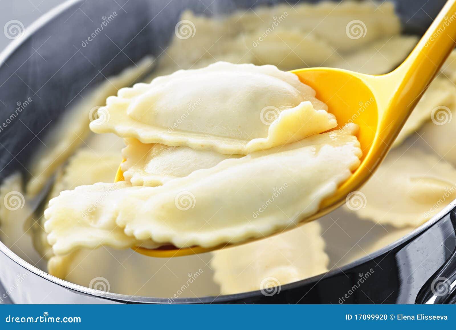 варить ravioli