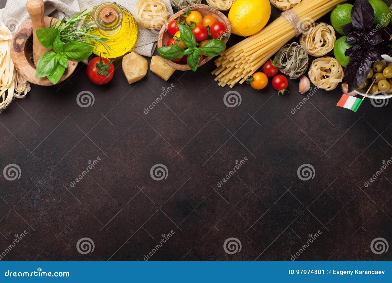 варящ ингридиенты еды итальянские ингридиенты вишни предпосылки изолировали белизну томата спагетти макаронных изделия