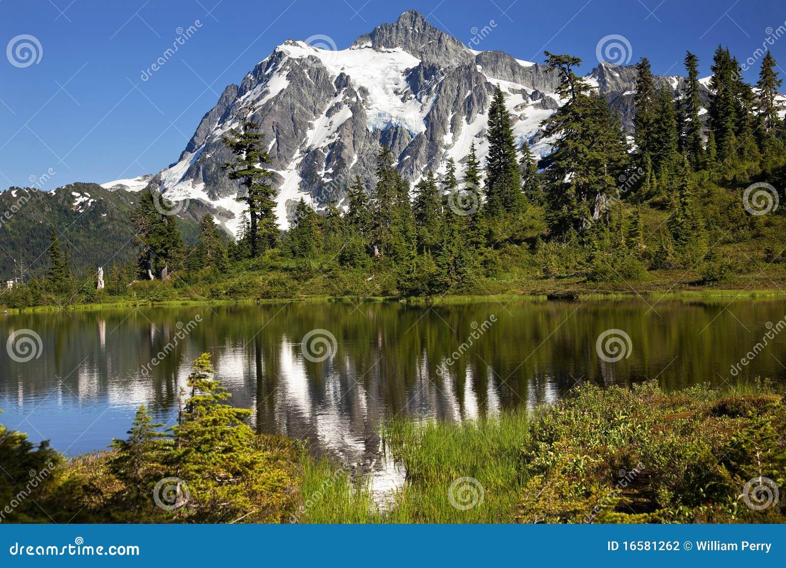 вашингтон положения отражения держателя озера shuksan