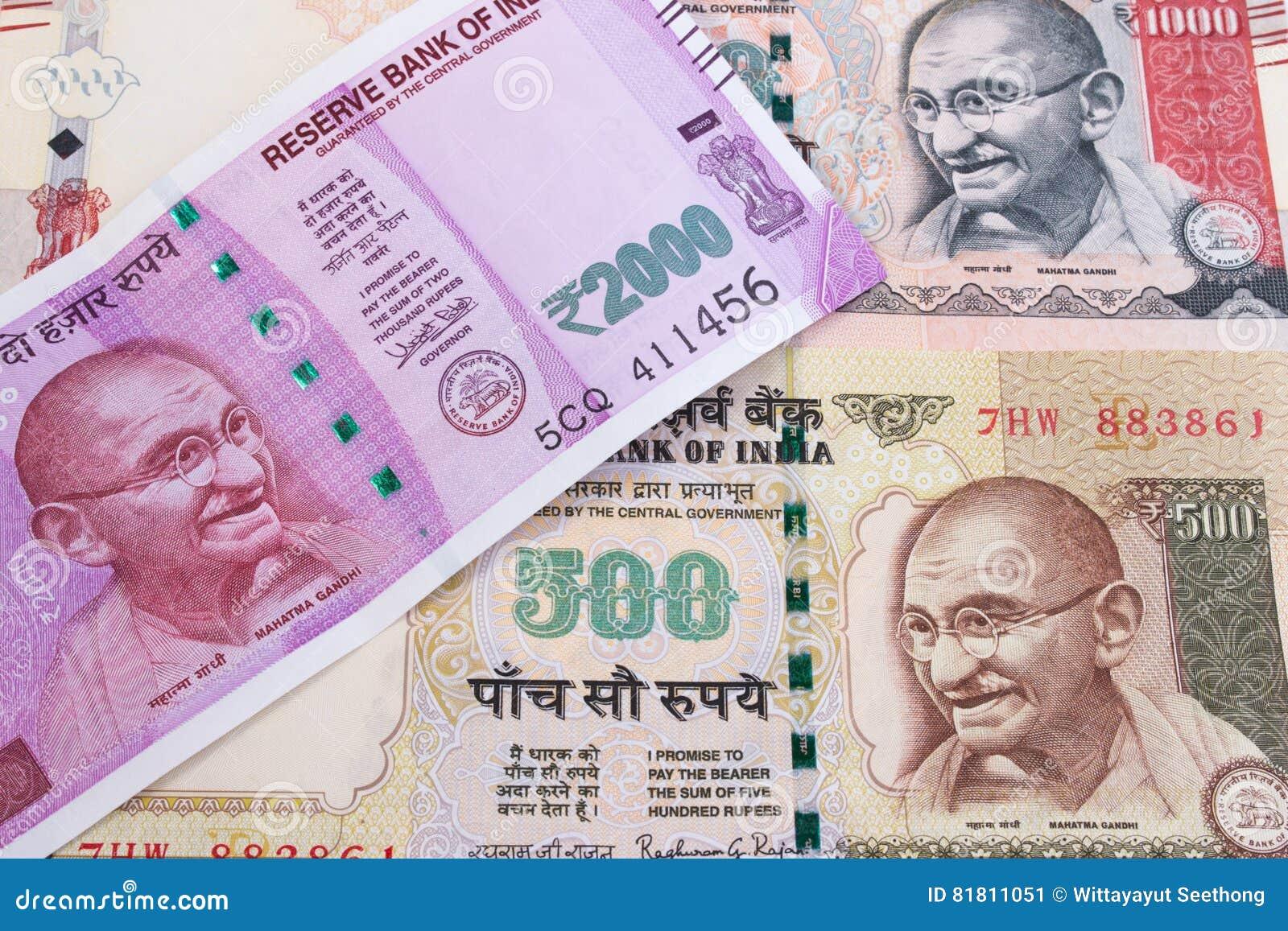 2000 валют рупии новых индийских над 500 рупиями и 1000 рупиями