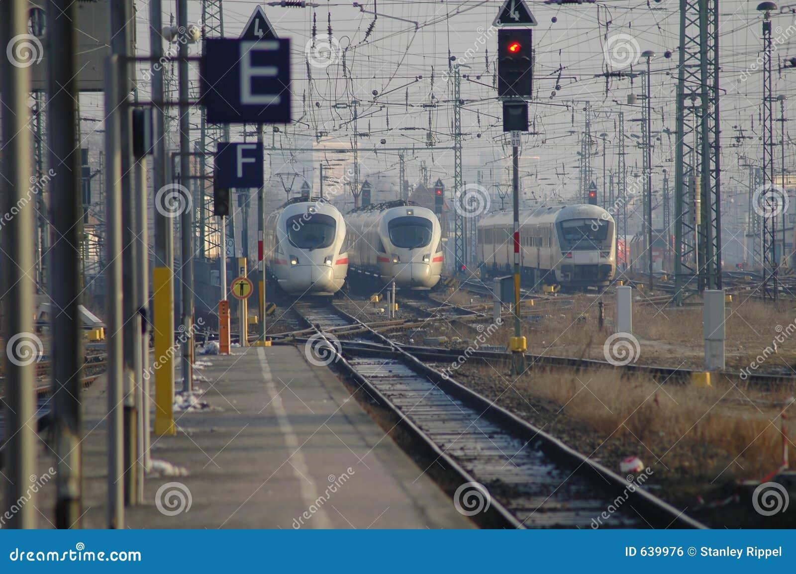 Download вводя поезда станции Германии Leipzig Стоковое Фото - изображение насчитывающей railroad, перевозка: 639976