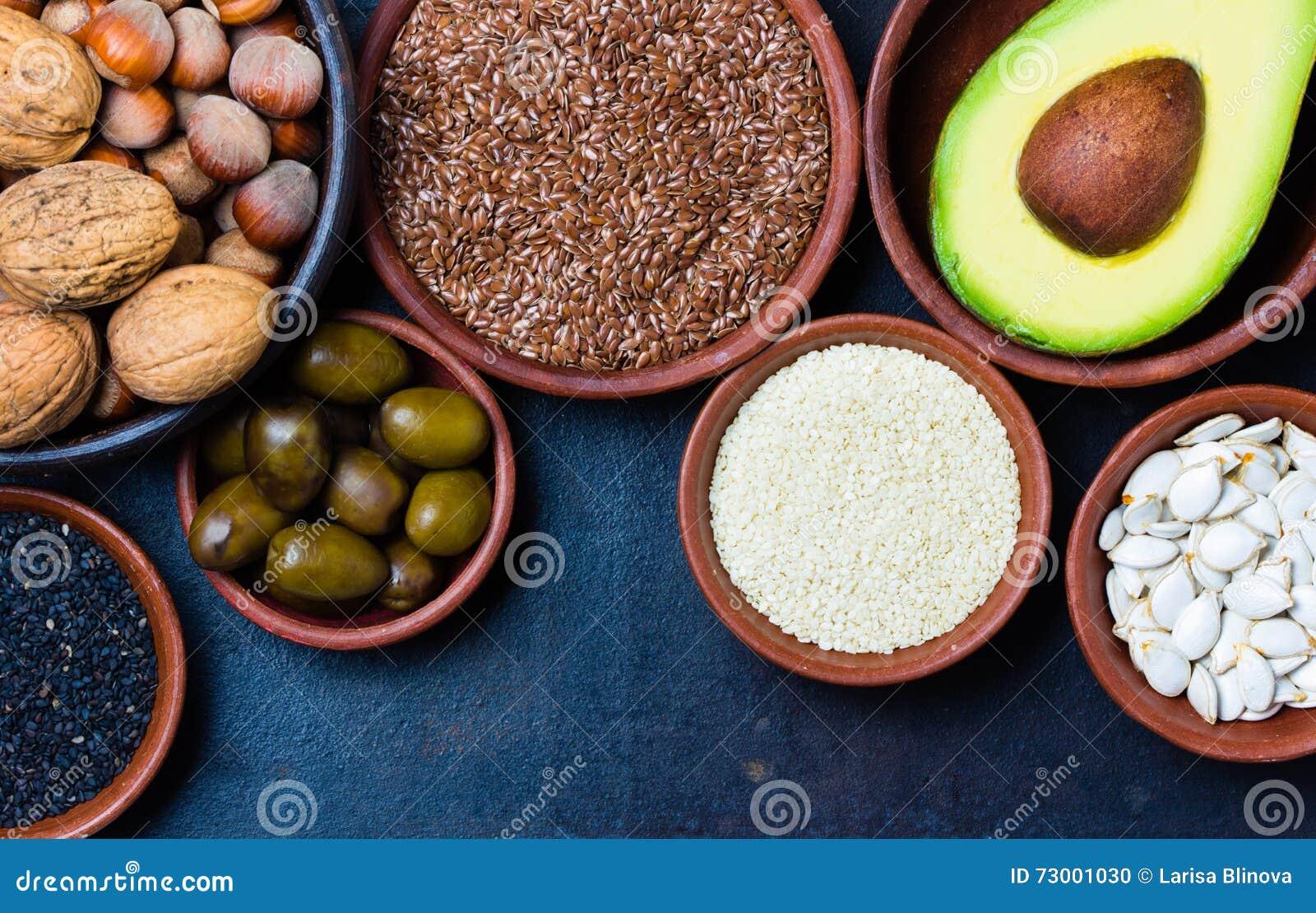 Вегетарианские здоровые тучные источники Гайки, авокадо, оливки, семена