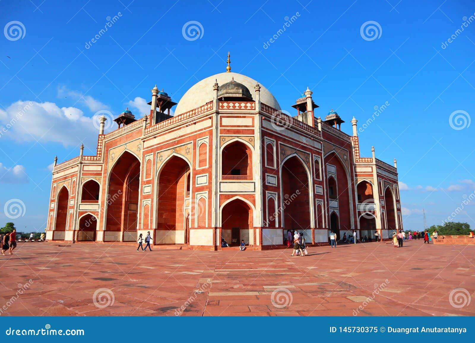 Великолепие усыпальницы исторического Humayun памятника на Нью-Дели - изображение