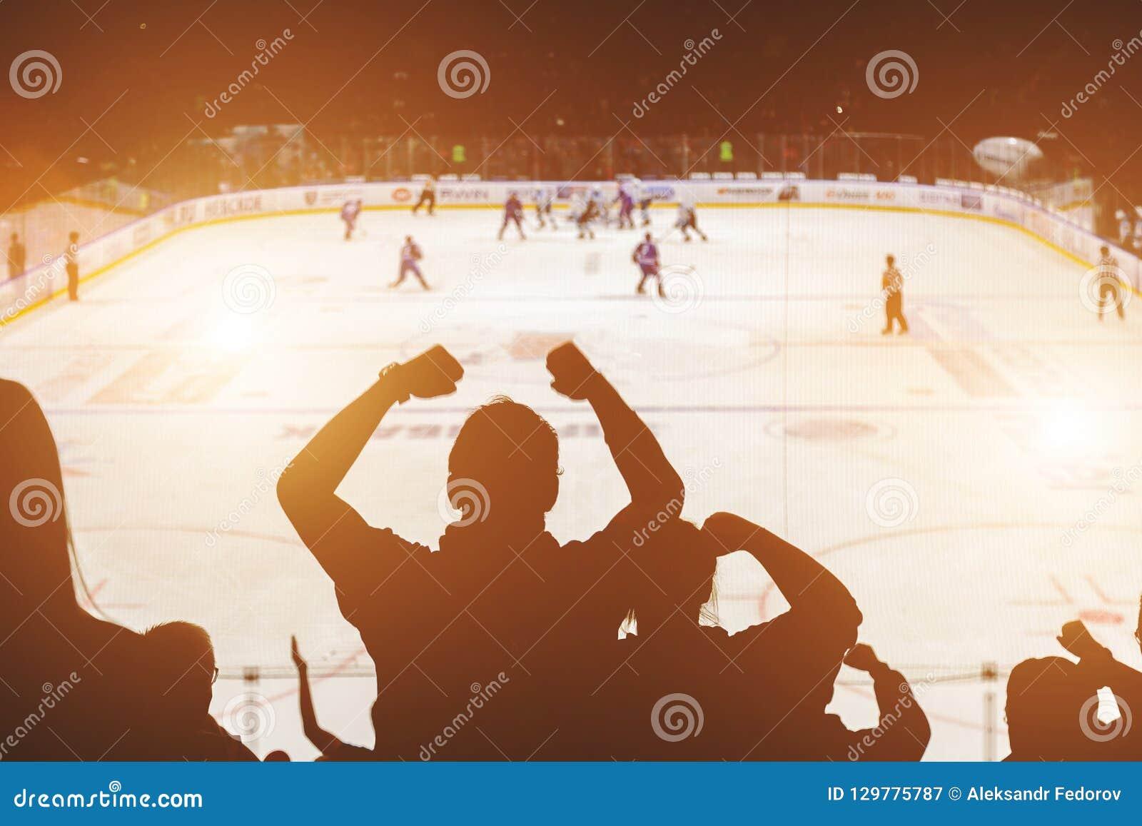 Вентиляторы на спичке хоккея