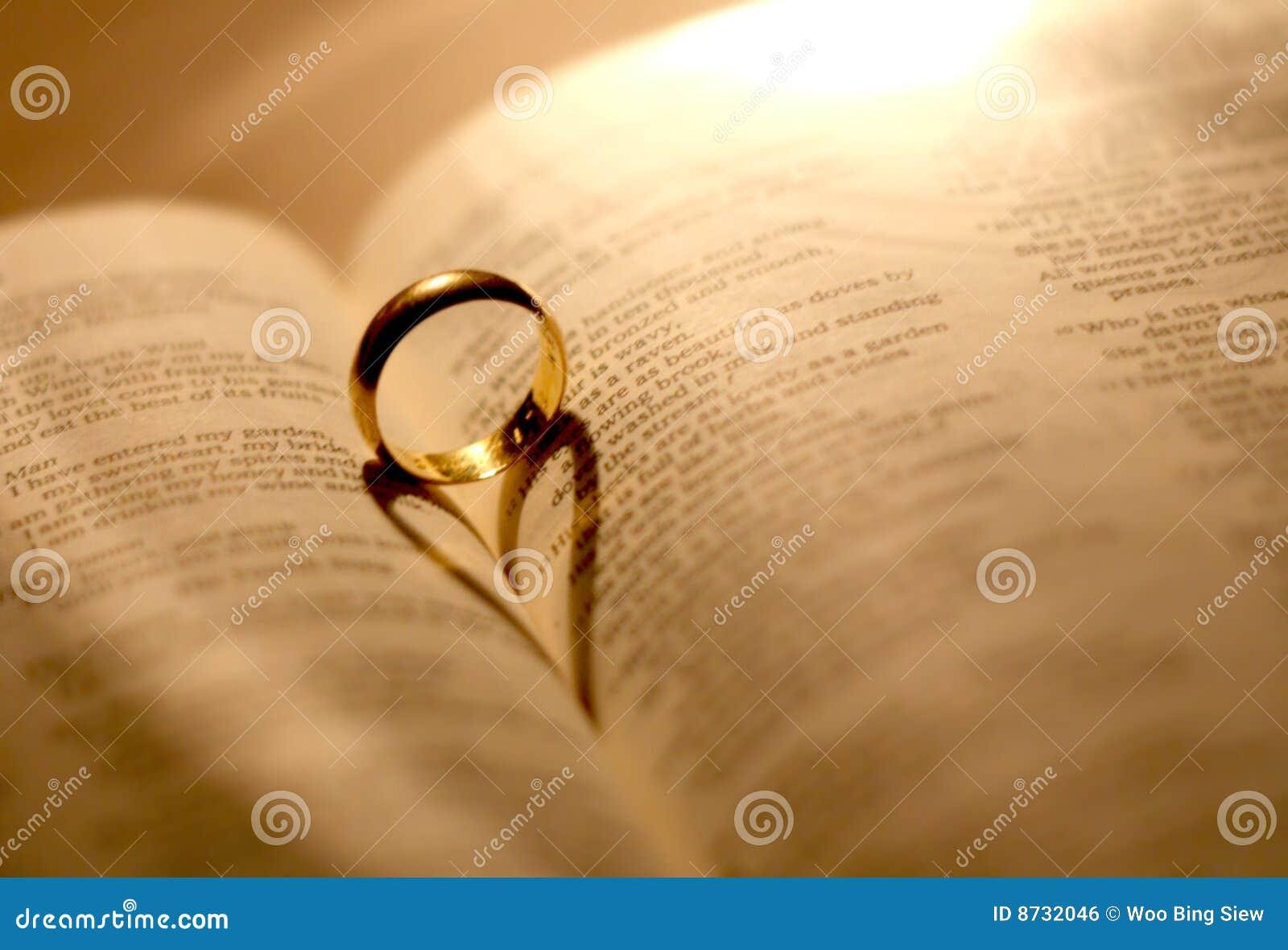 венчание кольца библии