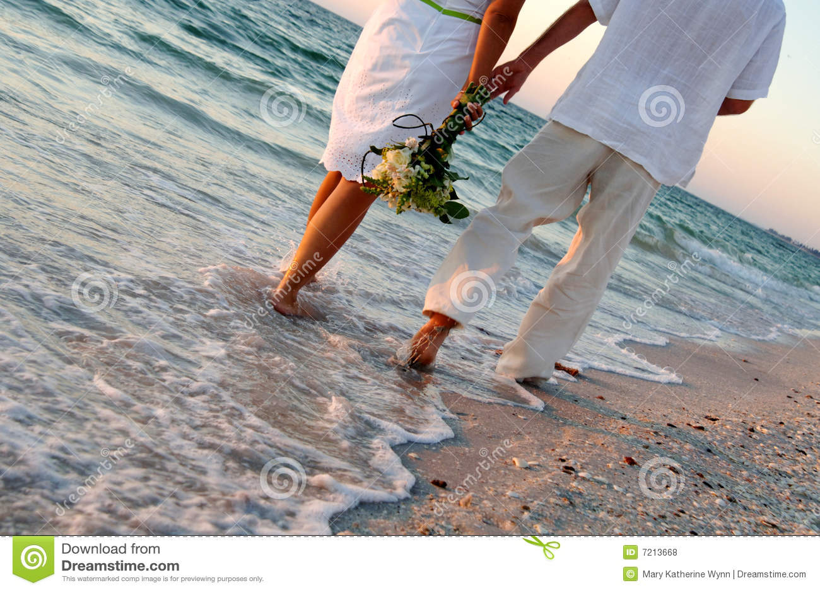 венчание пар пляжа