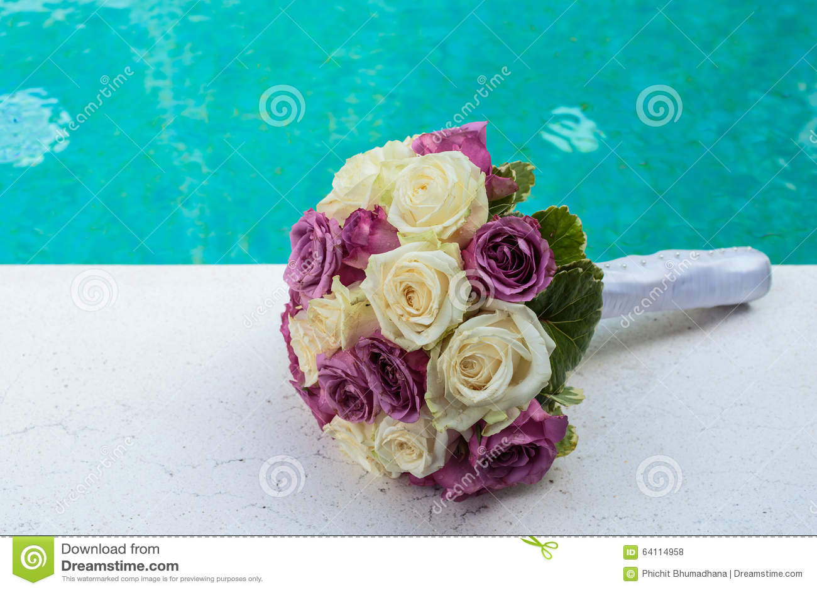 венчание переднего плана фокуса 3 букетов