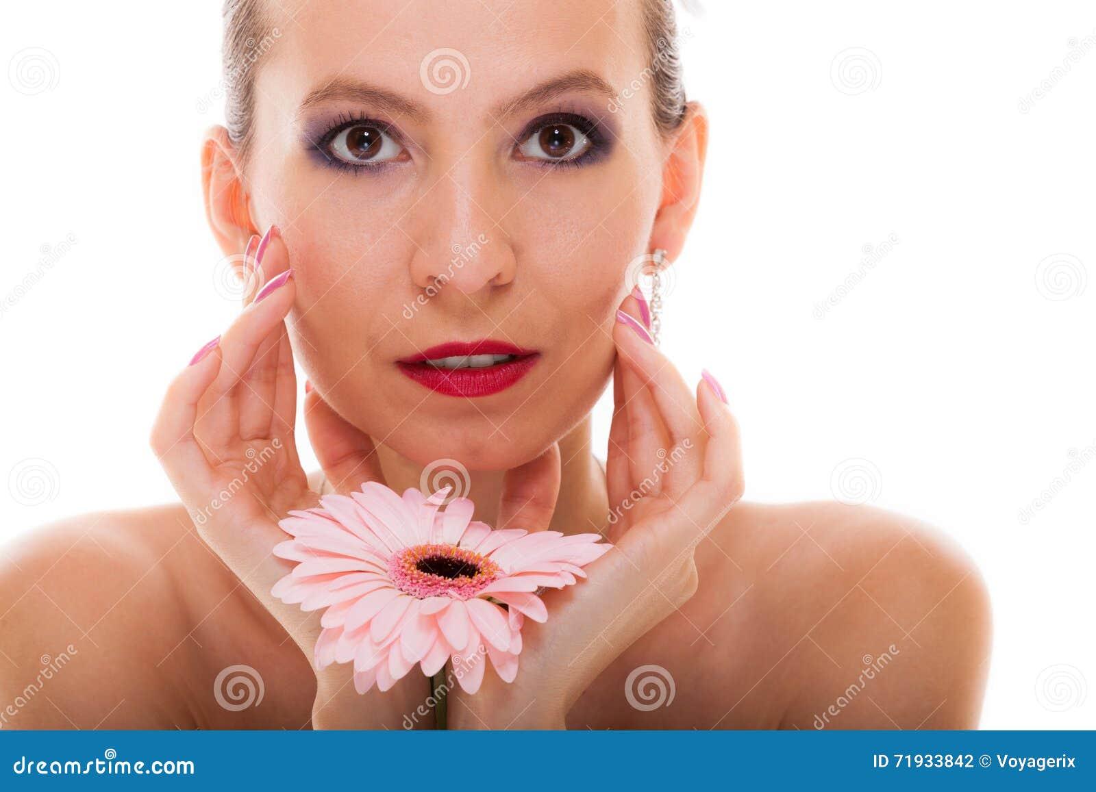 венчание сбора винограда дня пар одежды счастливое романтичная невеста девушки с розовым цветком