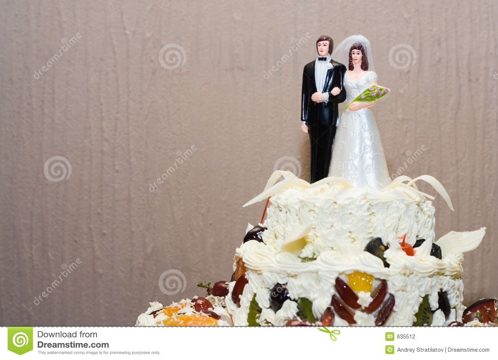 Download венчание торта стоковое фото. изображение насчитывающей венчание - 635512