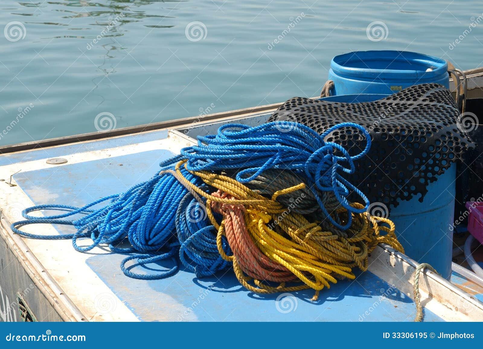 Веревочка и оборудование используемые для рыбной ловли омара