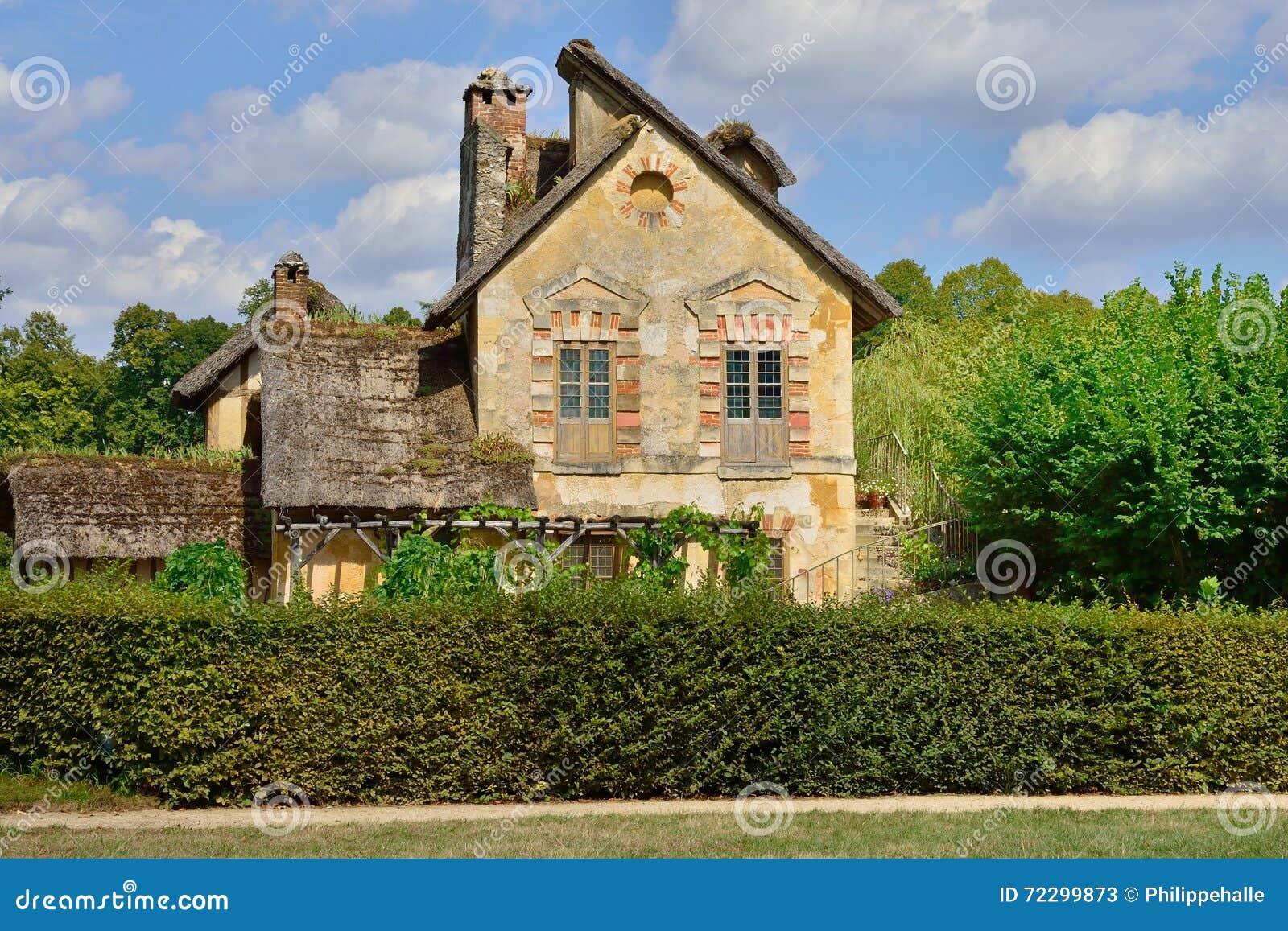 Download Версаль, Франция - 19-ое августа 2015: Замок Версаль Редакционное Стоковое Фото - изображение насчитывающей деревушка, европа: 72299873