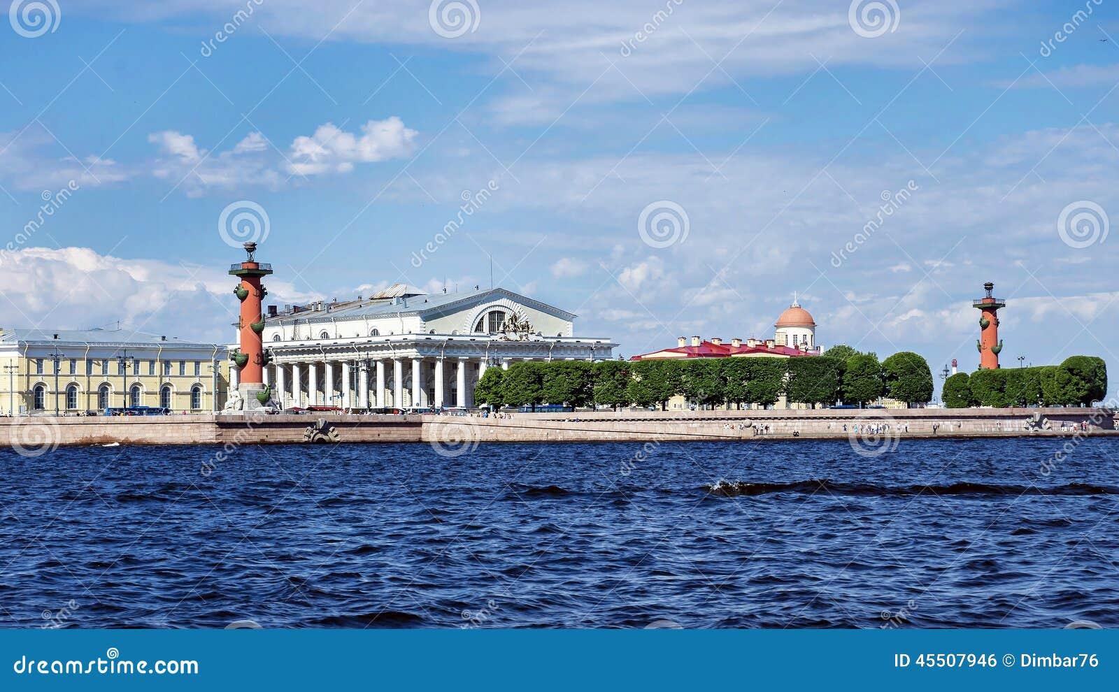 Вертел острова Vasilievsky в Санкт-Петербурге, России
