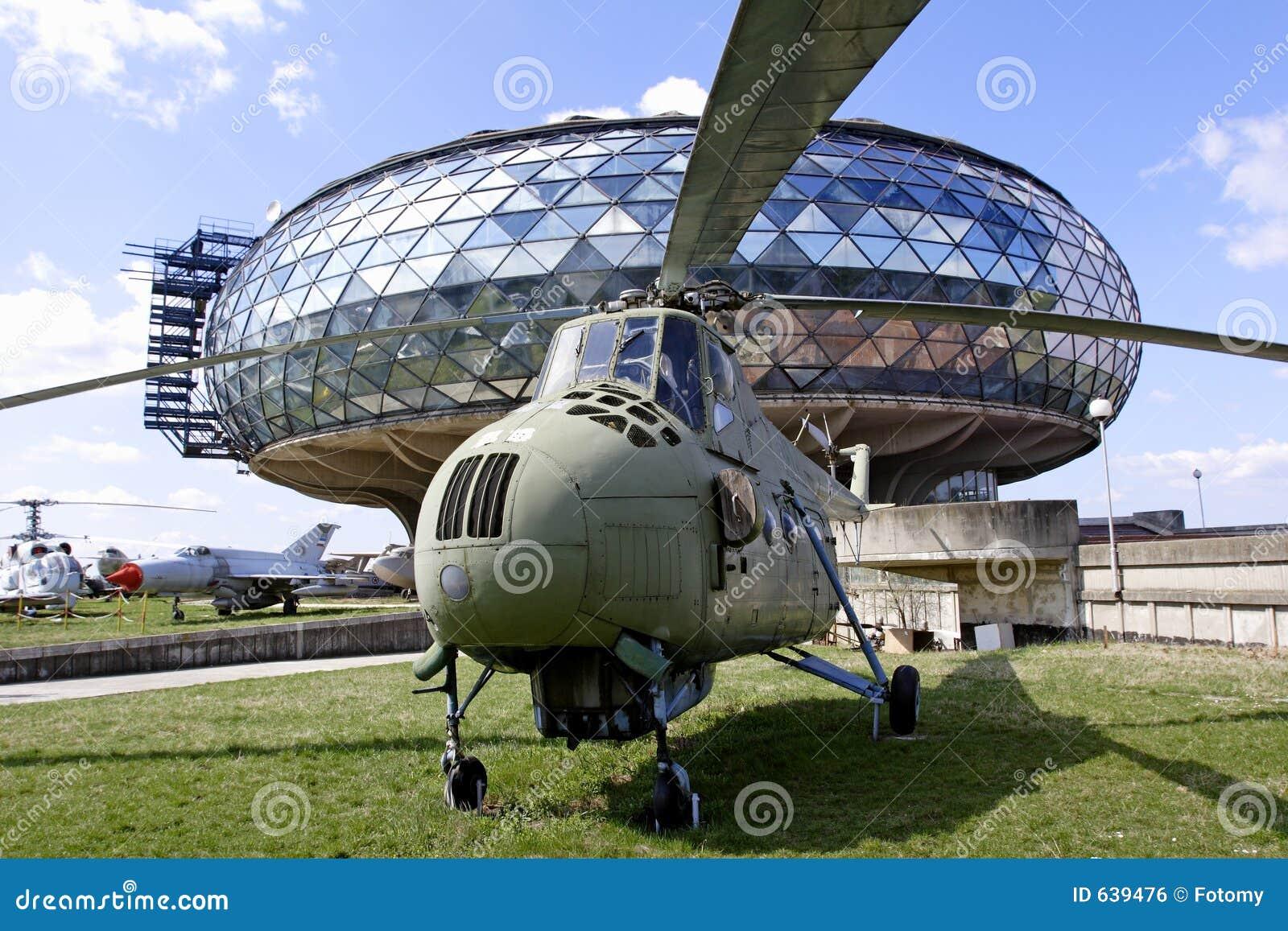 Download вертолет стоковое фото. изображение насчитывающей самолета - 639476