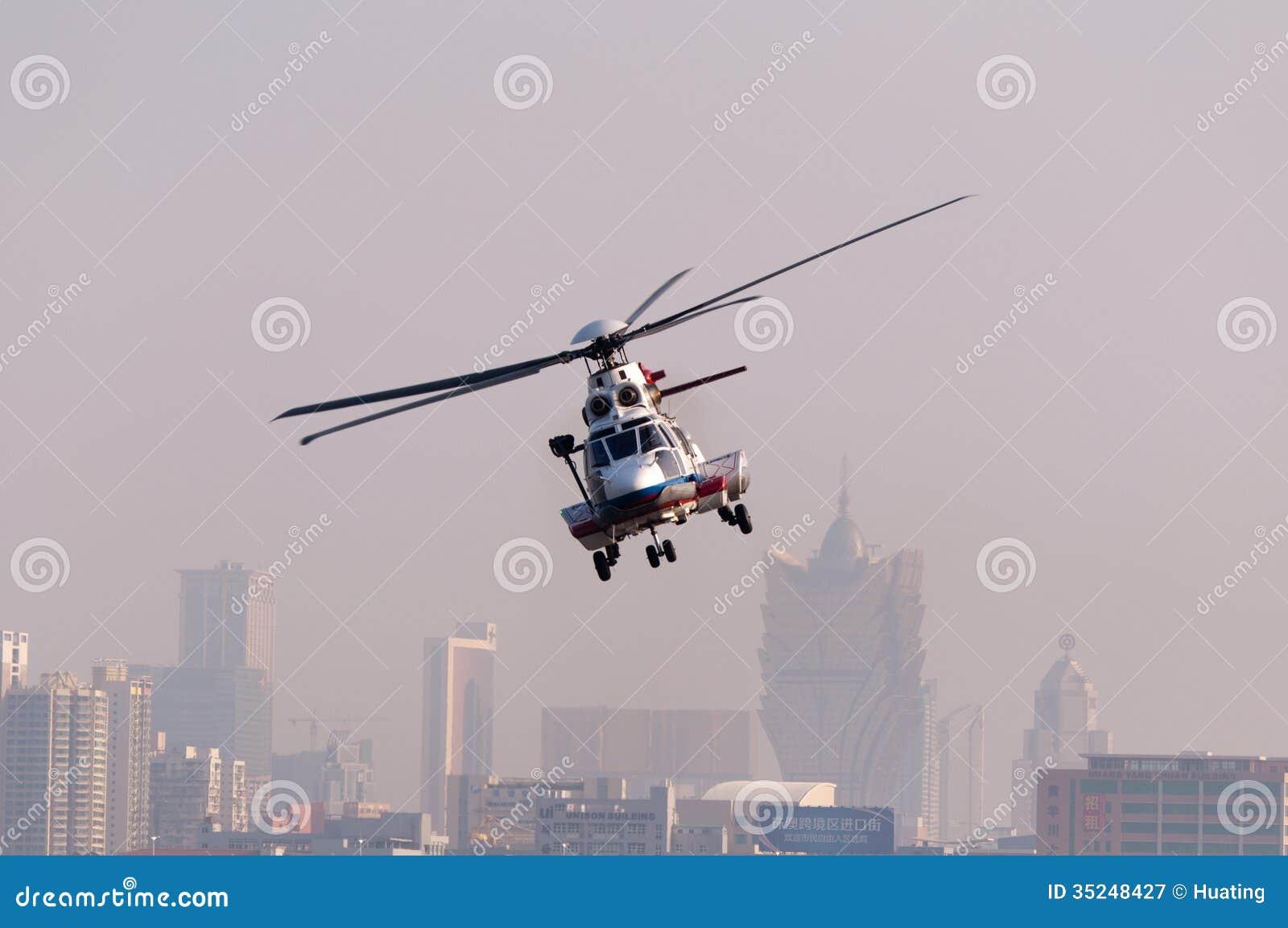 Вертолет спасения EC225