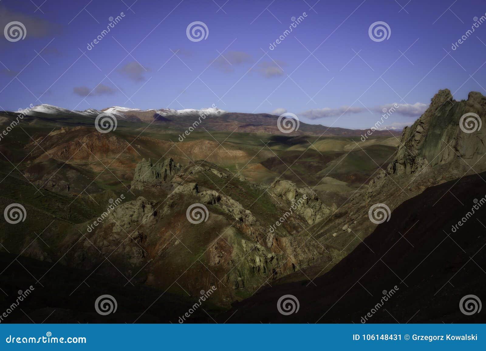 Весна в армянских гористых местностях