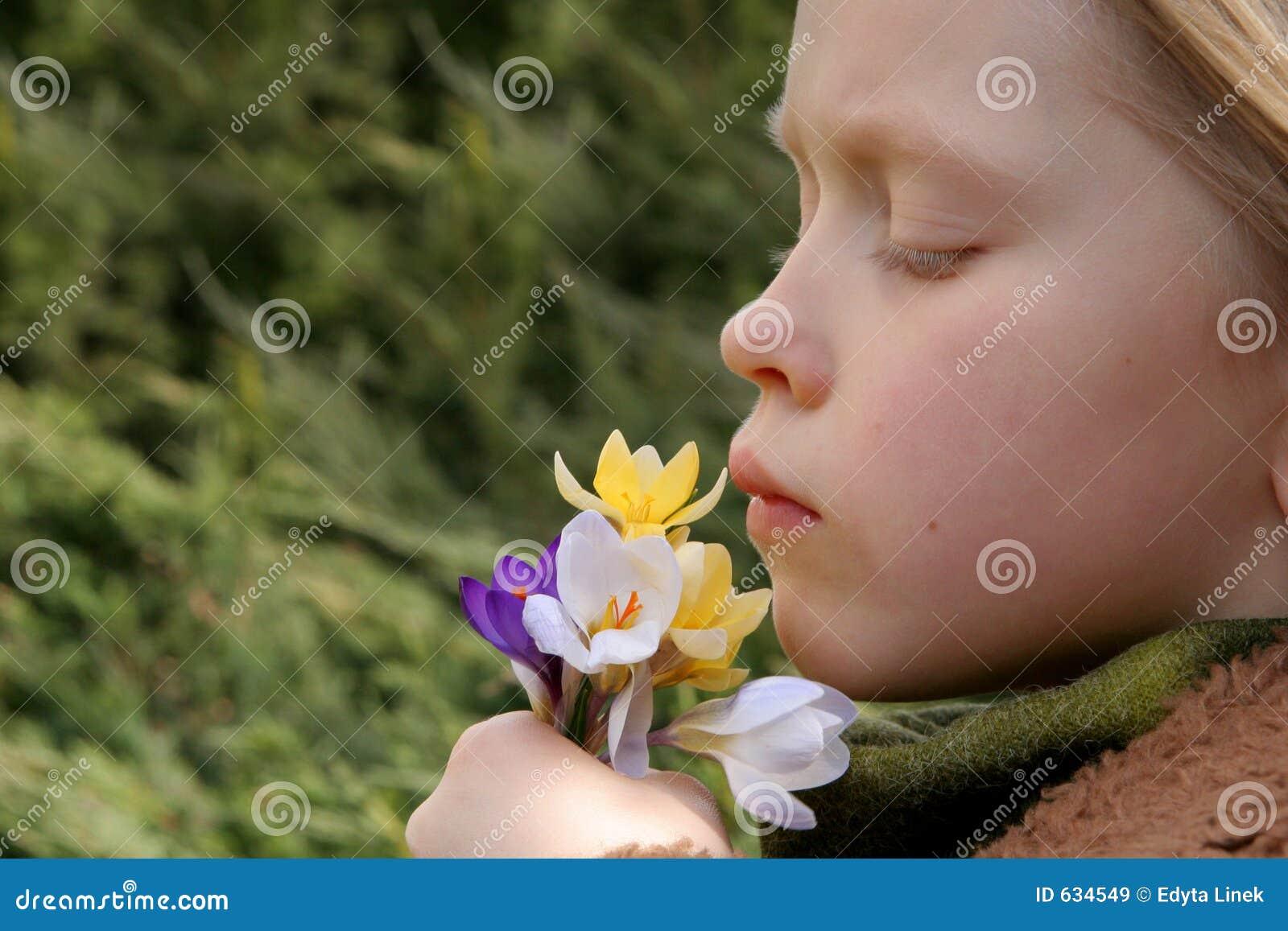 Download весна девушки стоковое изображение. изображение насчитывающей исследуйте - 634549