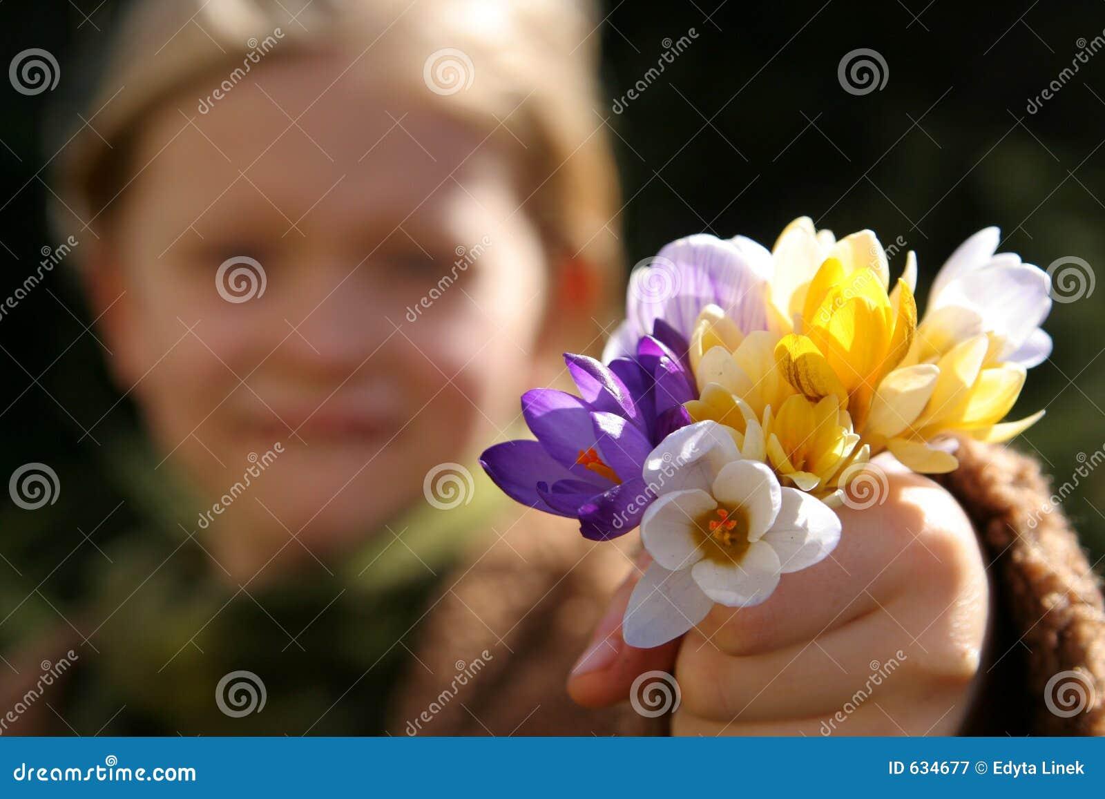 Download весна девушки стоковое изображение. изображение насчитывающей давать - 634677