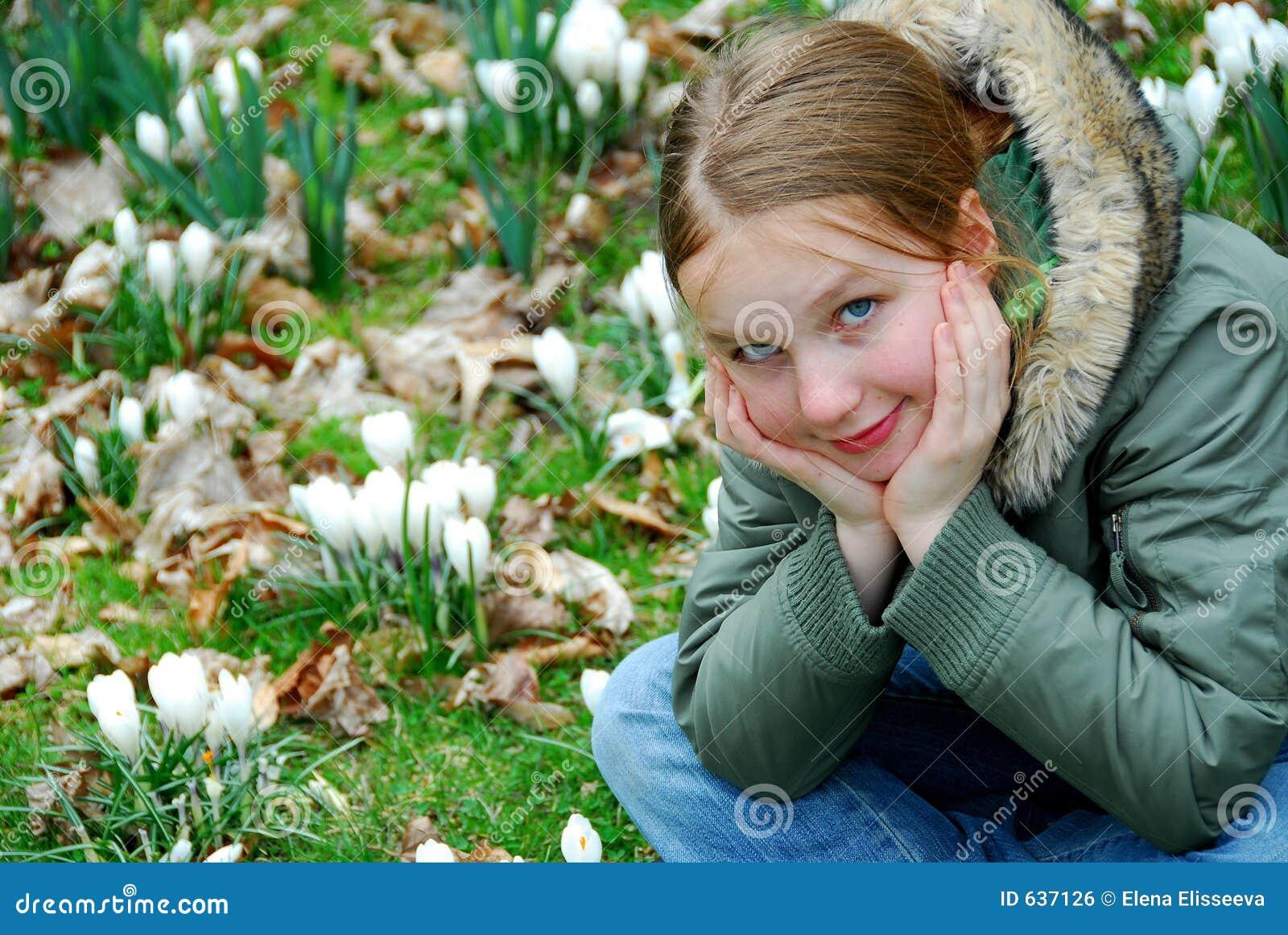Download весна девушки стоковое фото. изображение насчитывающей рост - 637126