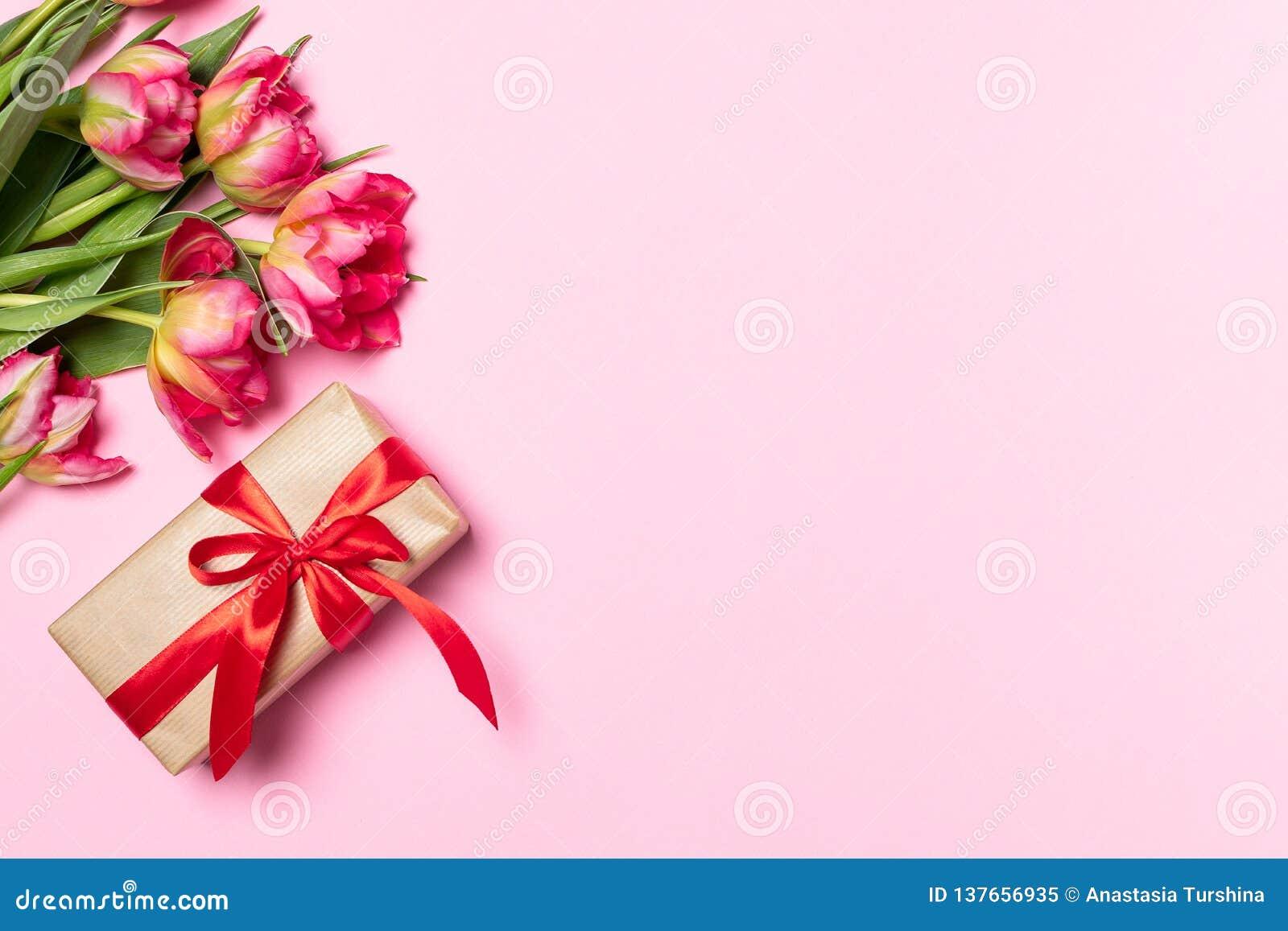 Весна 8-ое марта концепции дня матерей женщин валентинок