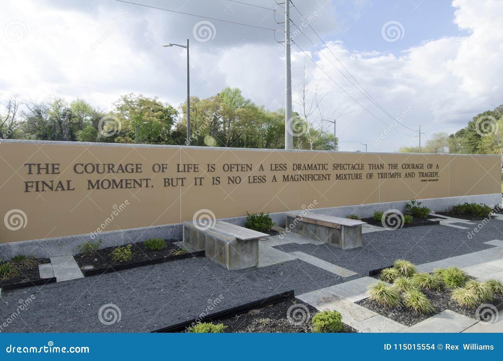 Ветераны парк Северной Каролины, fayetteville 22-ое марта 2012: Припаркуйте преданное ко всем ветеранам NC в положении