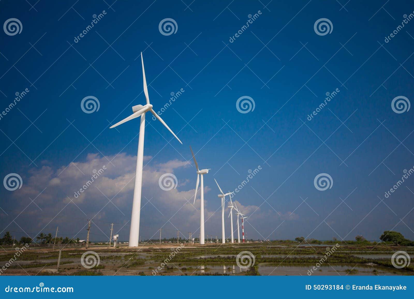 Ветротурбины производя электричество в Шри-Ланке