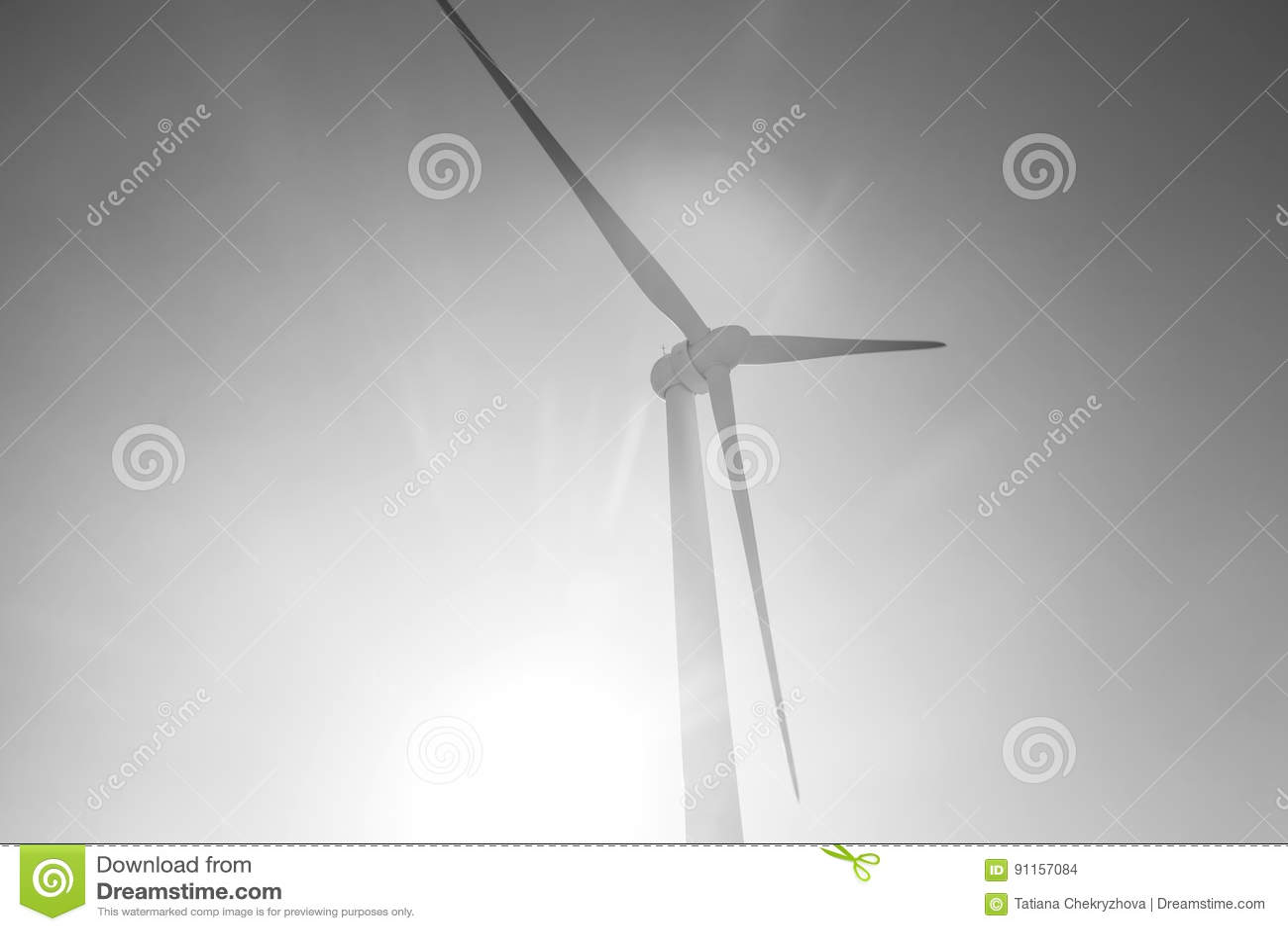 Ветротурбины производя электричество с голубым небом - концепцию сбережений энергии