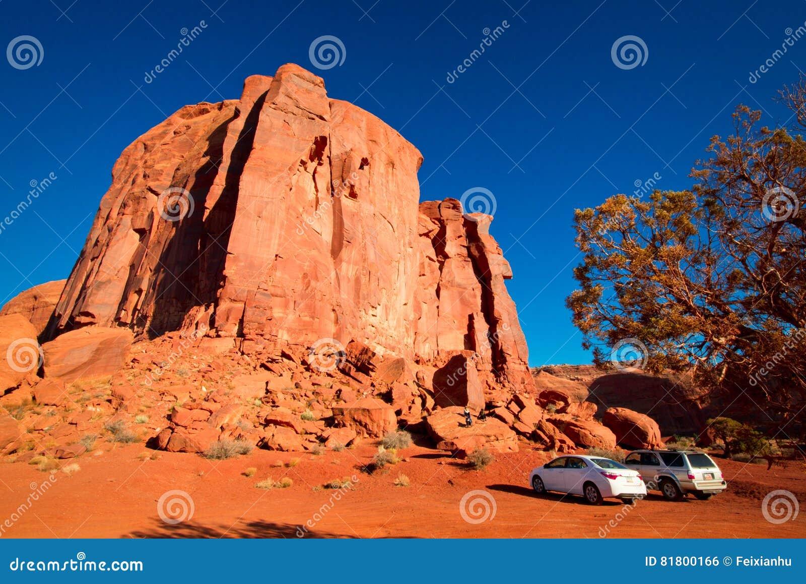 Величественные шедевры песчаника в долине памятника ` s нации Навахо паркуют