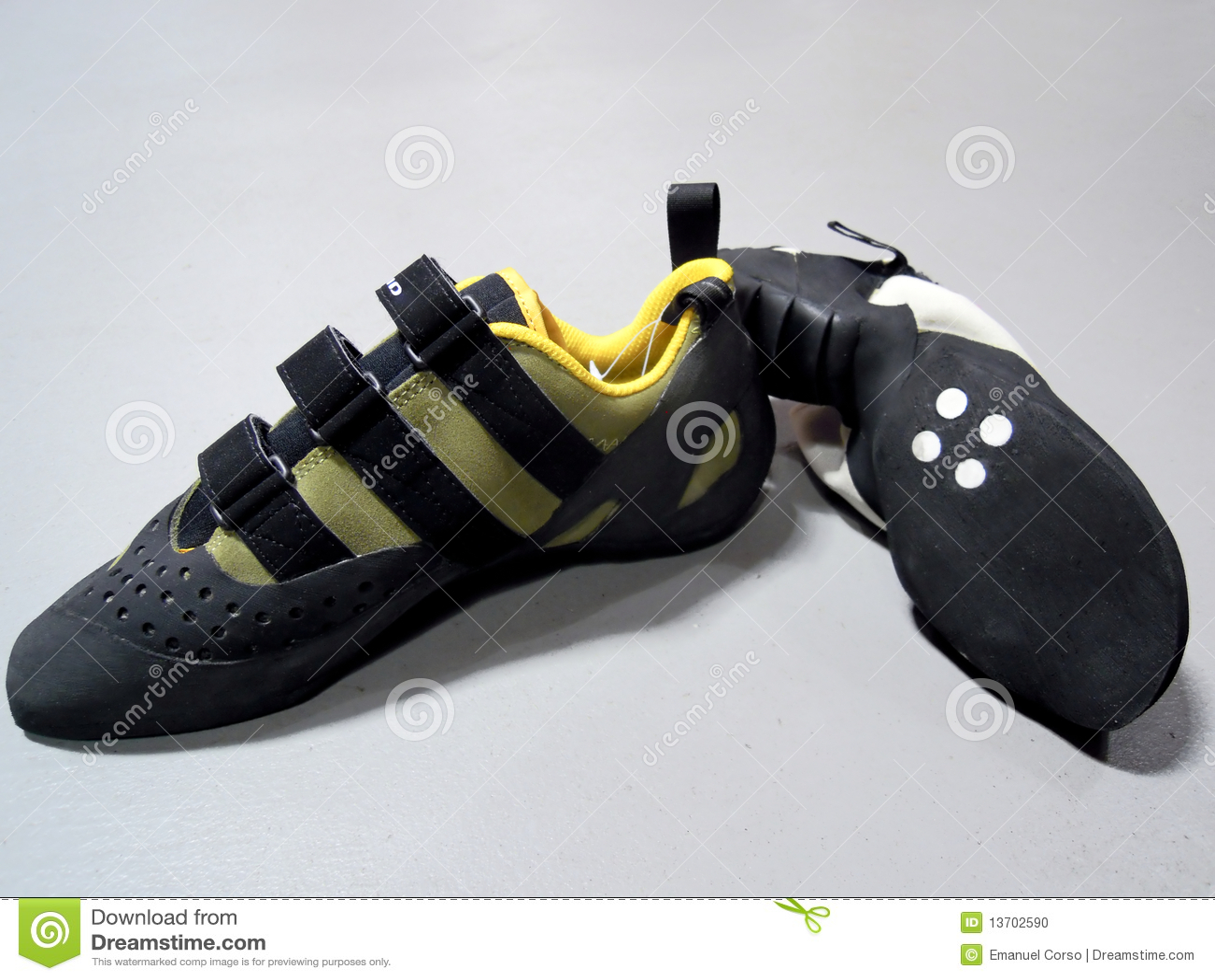 взбираясь ботинки