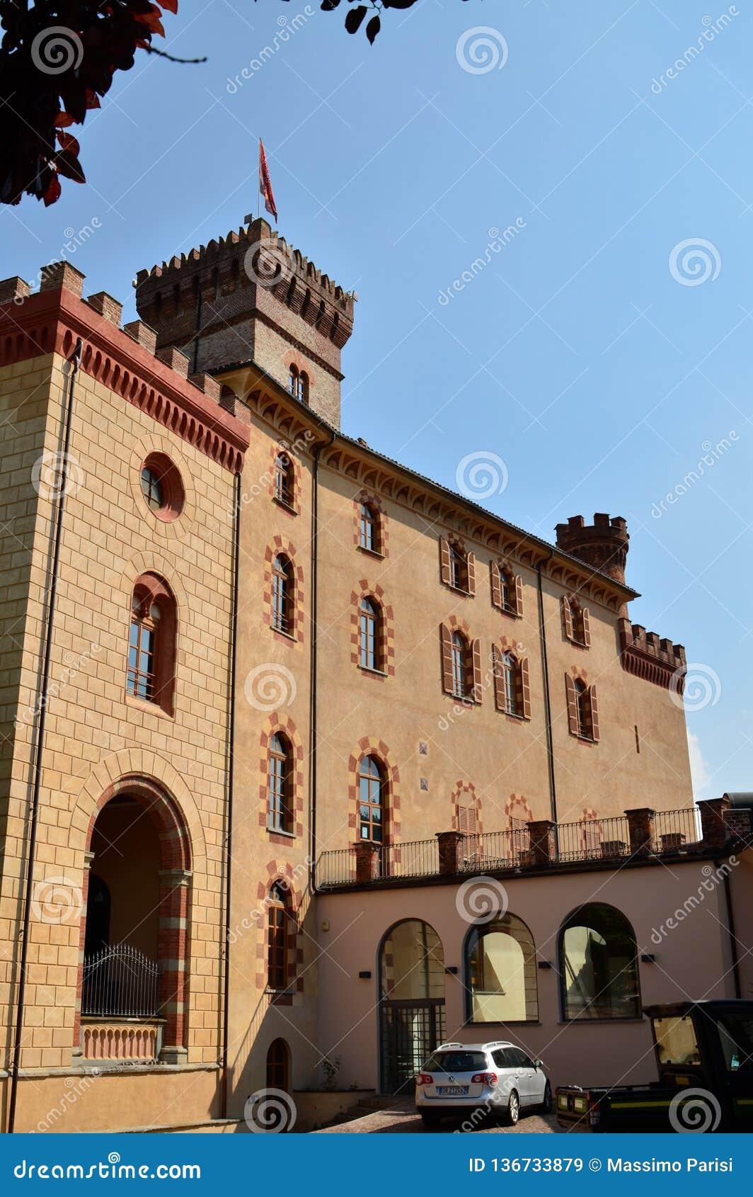Взгляд замка Barolo, дома музея вина