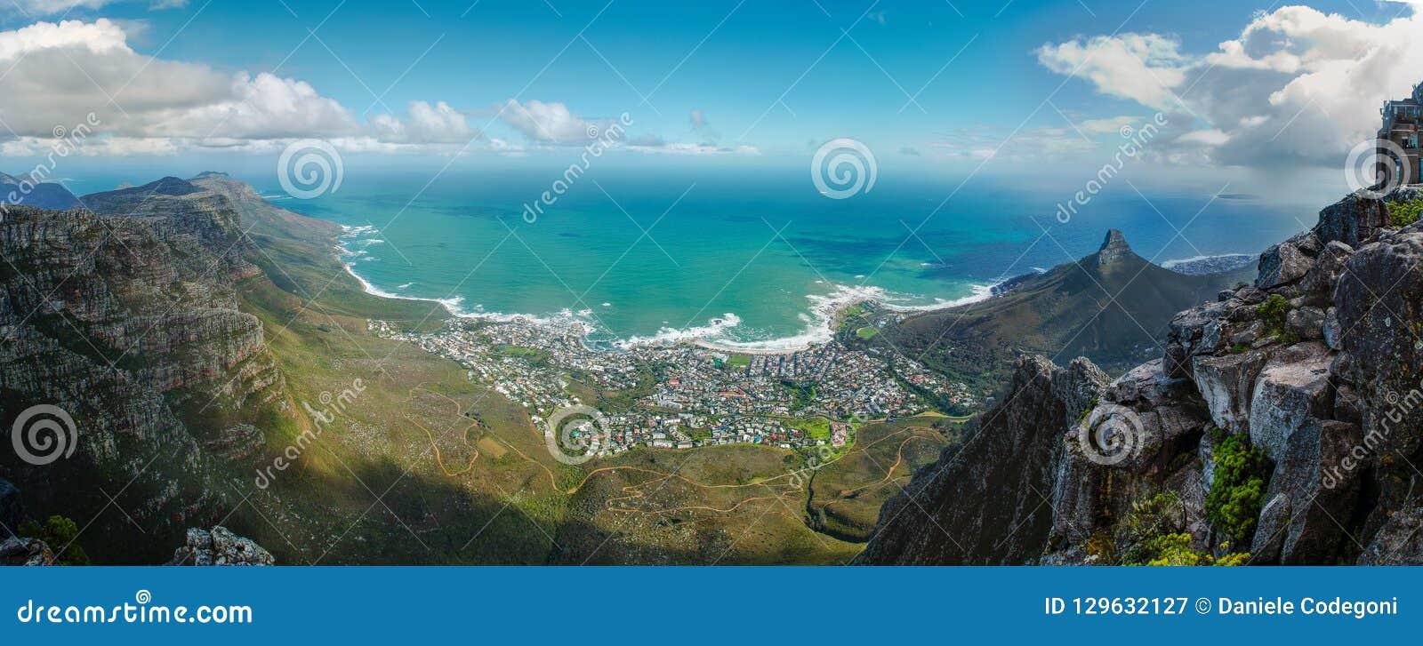 Взгляд Кейптауна от Столовой горы Панорама к Атлантическому океану