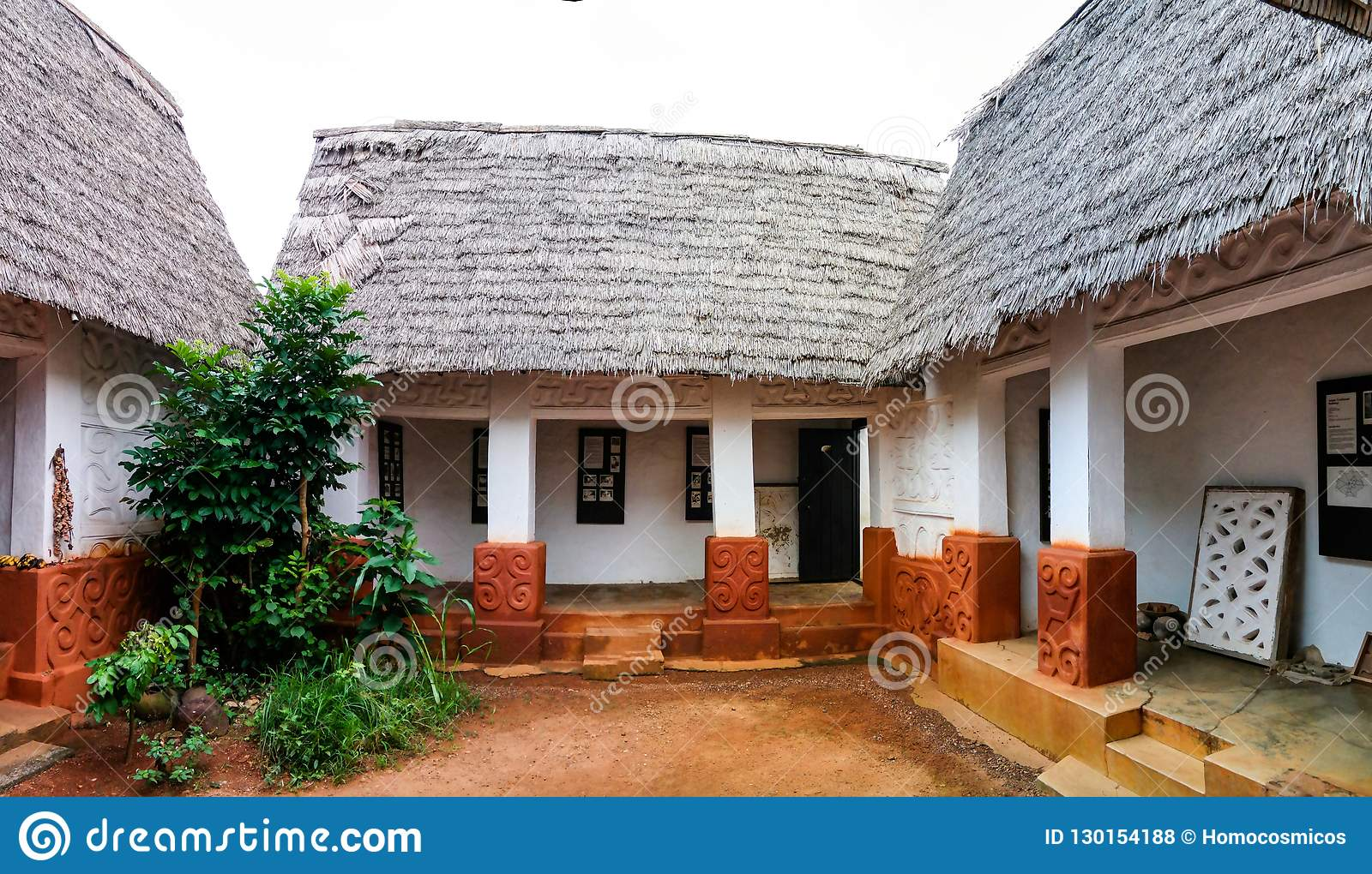 Взгляд к святыне Besease традиционной Asante на, Ejisu, Kumasi, Гана